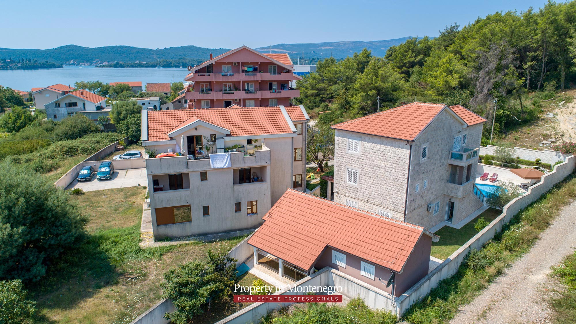 Villa-with-swimming-pool-for-sale-in-Tivat (7).jpg