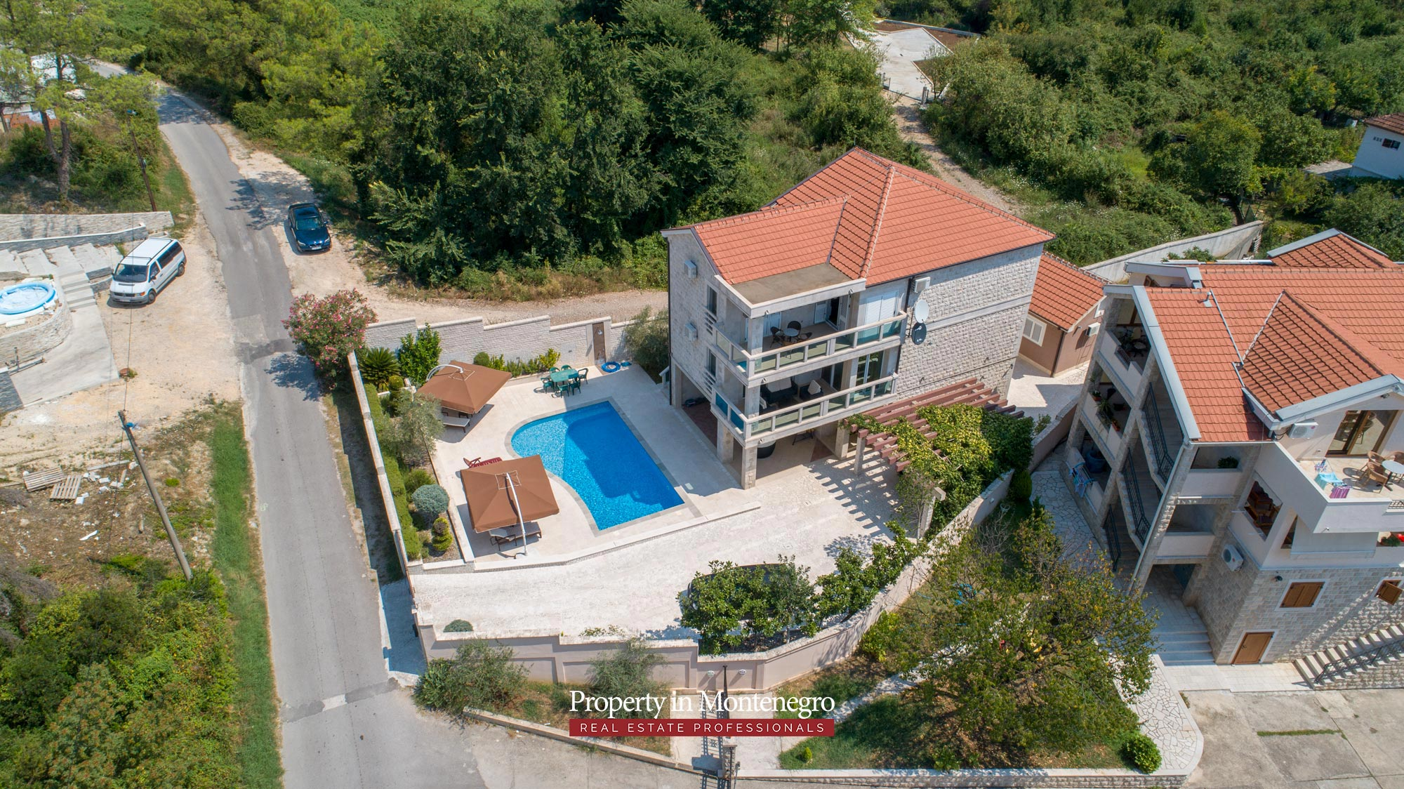 Villa-with-swimming-pool-for-sale-in-Tivat (8).jpg