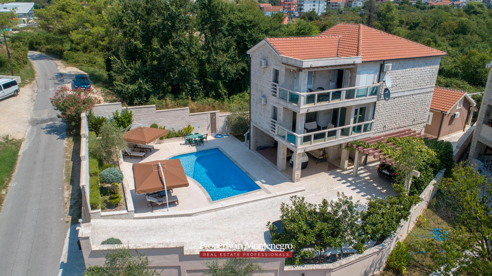 Villa-with-swimming-pool-for-sale-in-Tivat (9).jpg