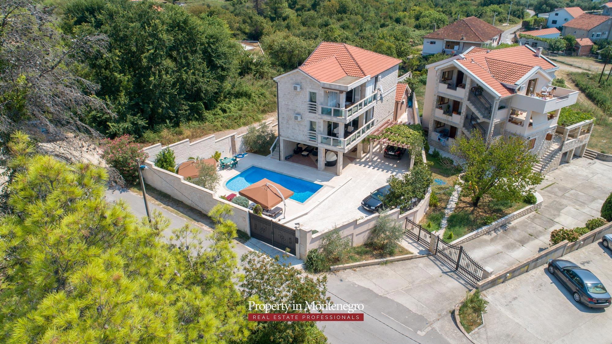 Villa-with-swimming-pool-for-sale-in-Tivat (11).jpg