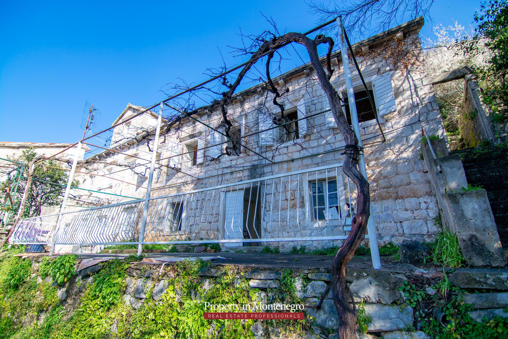 Old stone house in Boka Bay