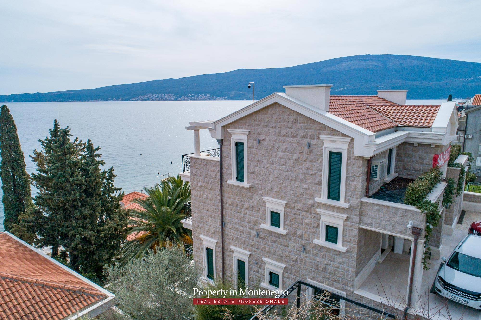Luxury-waterfront-villa-for-sale-in-Montenegro (20).jpg