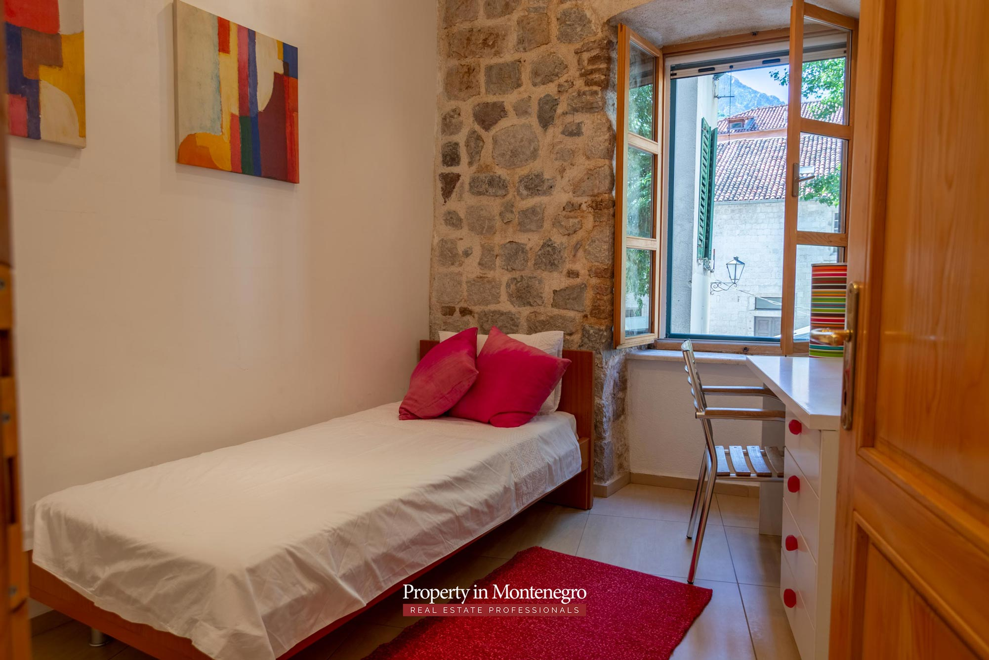 Four bedroom apartment in Kotor