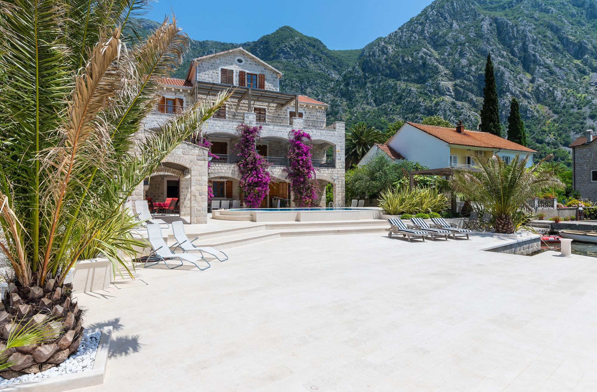 Luxury-waterfront-villa-with-swimming-pool-for-sale-in-Kotor (01).jpg