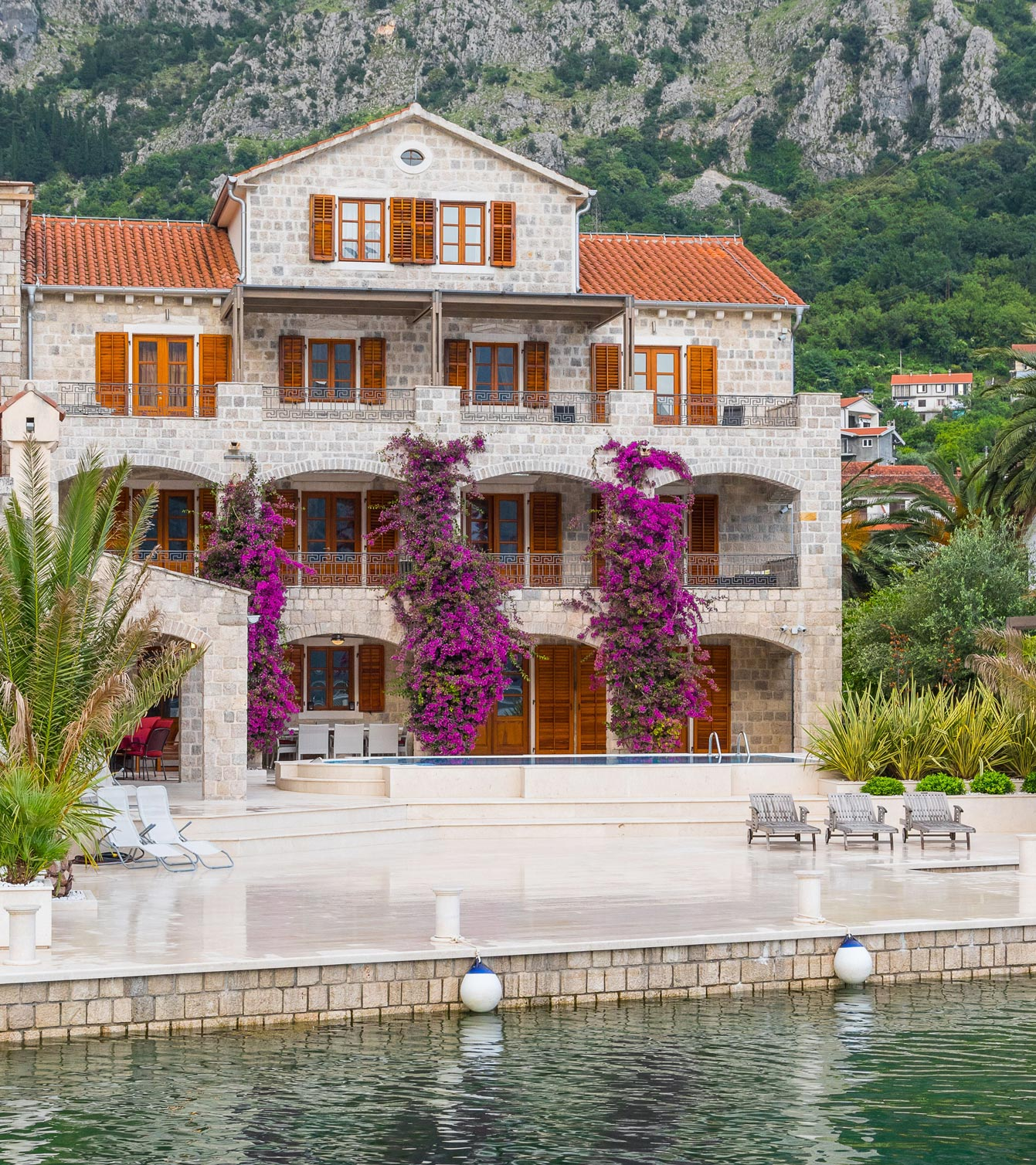 Luxury-waterfront-villa-with-swimming-pool-for-sale-in-Kotor (02).jpg