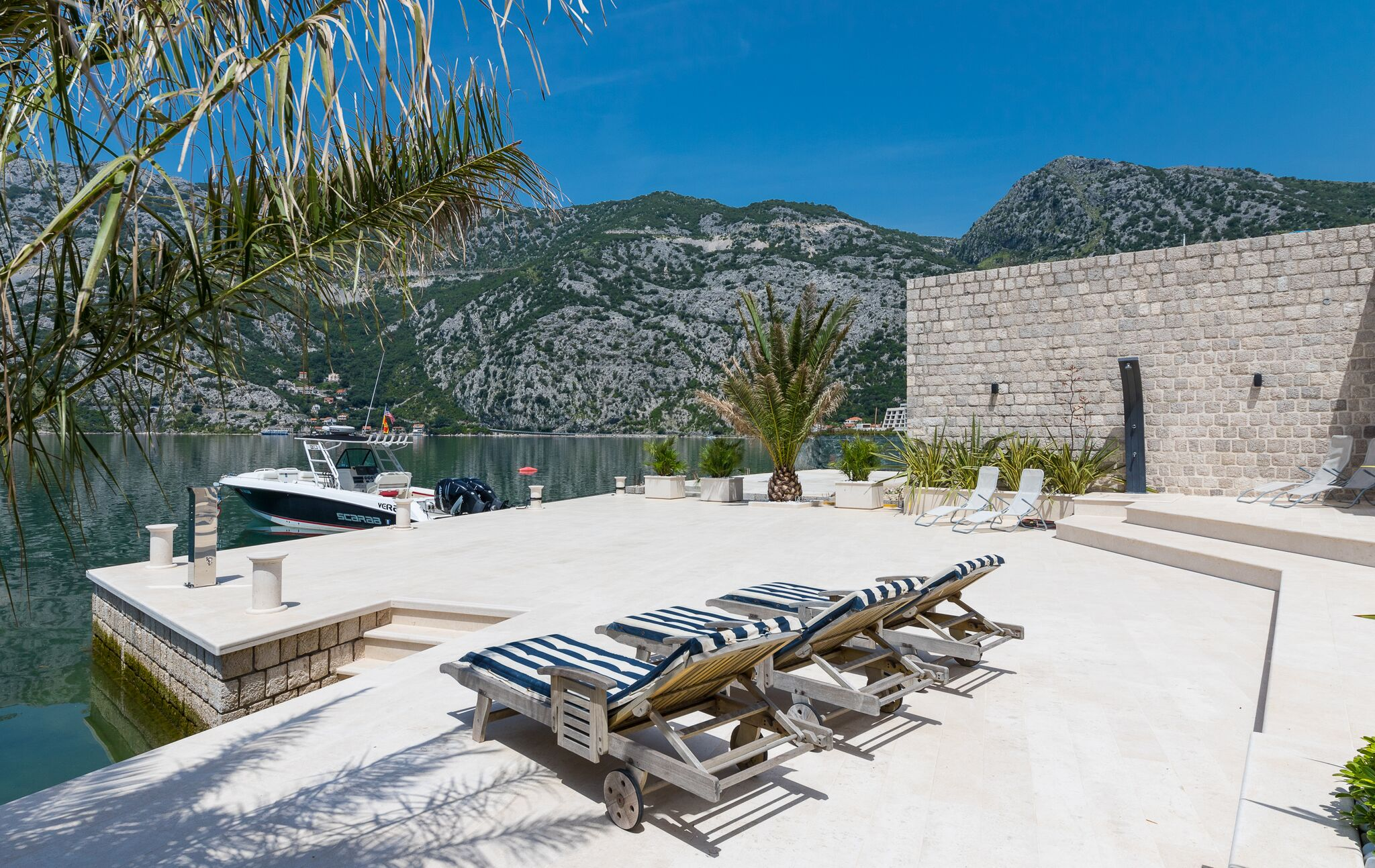 Luxury-waterfront-villa-with-swimming-pool-for-sale-in-Kotor (08).jpeg