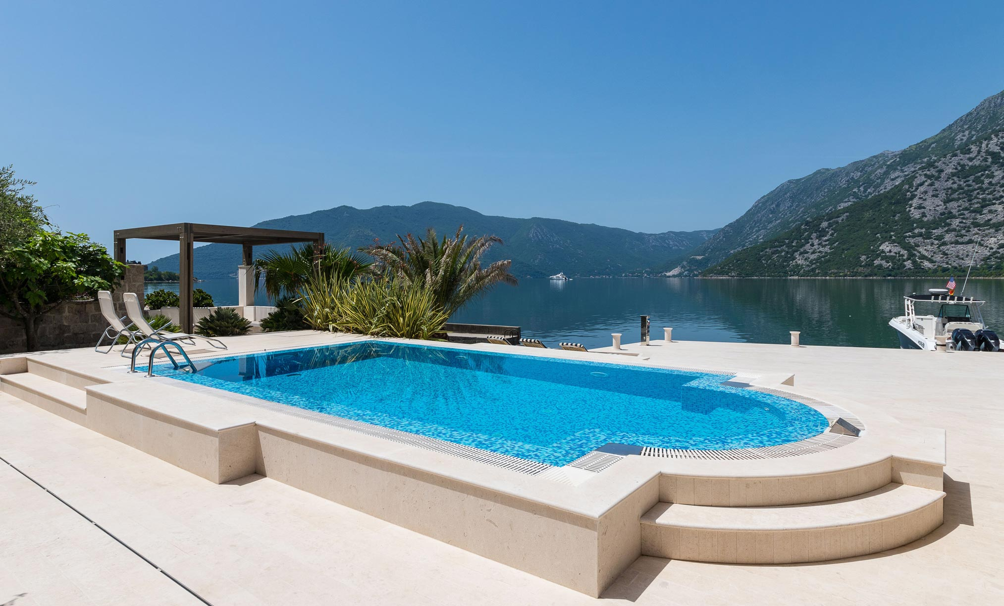 Luxury-waterfront-villa-with-swimming-pool-for-sale-in-Kotor (8).jpg