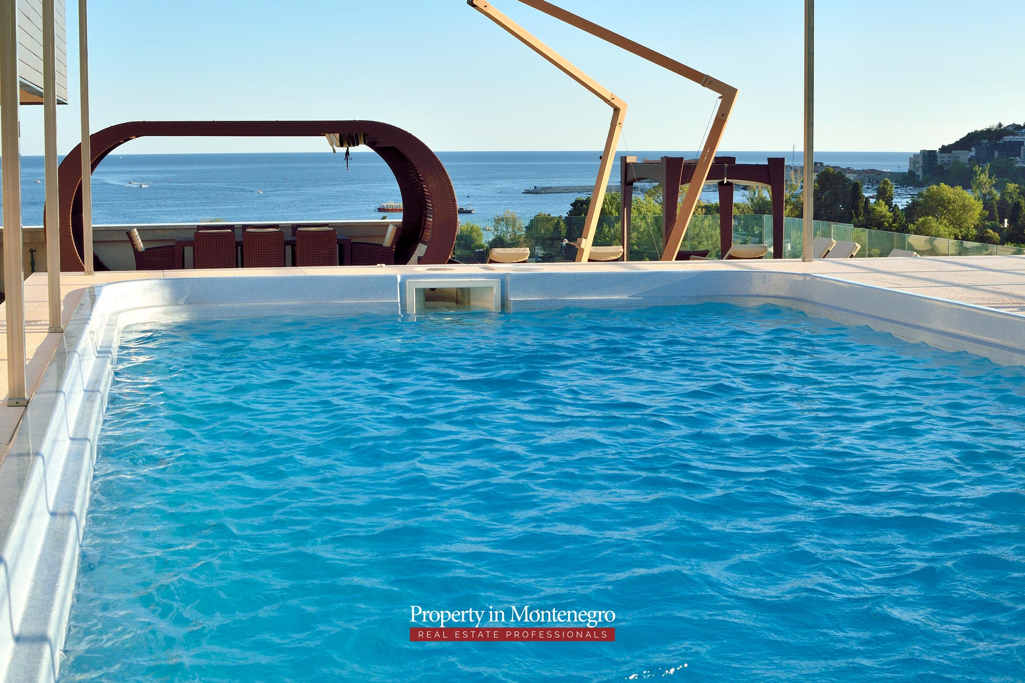 luxury-penthouse-with-panoramic-view-and-swimming-pool-for-sale-in-Budva-Montenegro (6).jpg