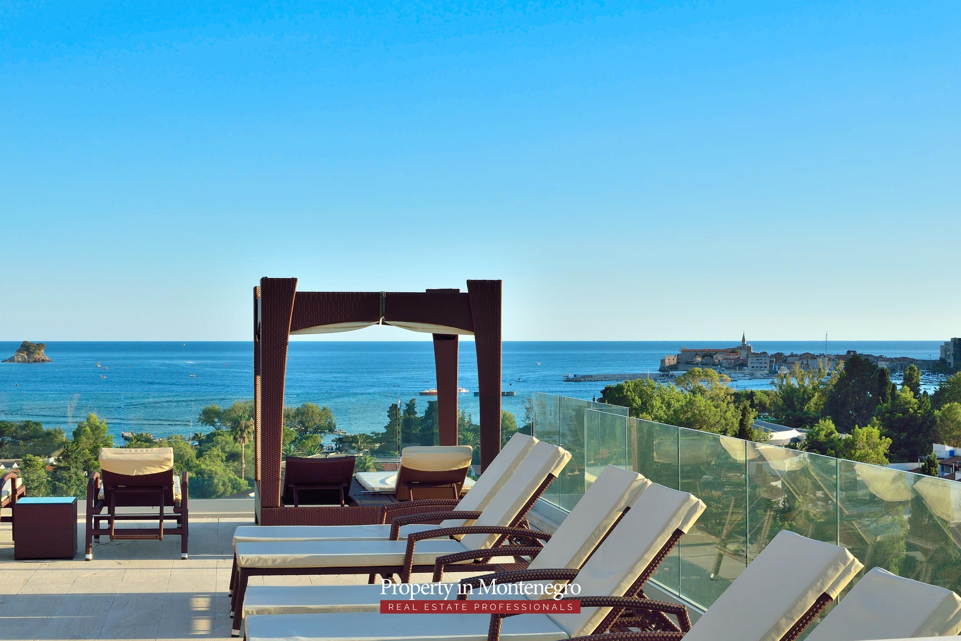 luxury-penthouse-with-panoramic-view-and-swimming-pool-for-sale-in-Budva-Montenegro (8).jpg