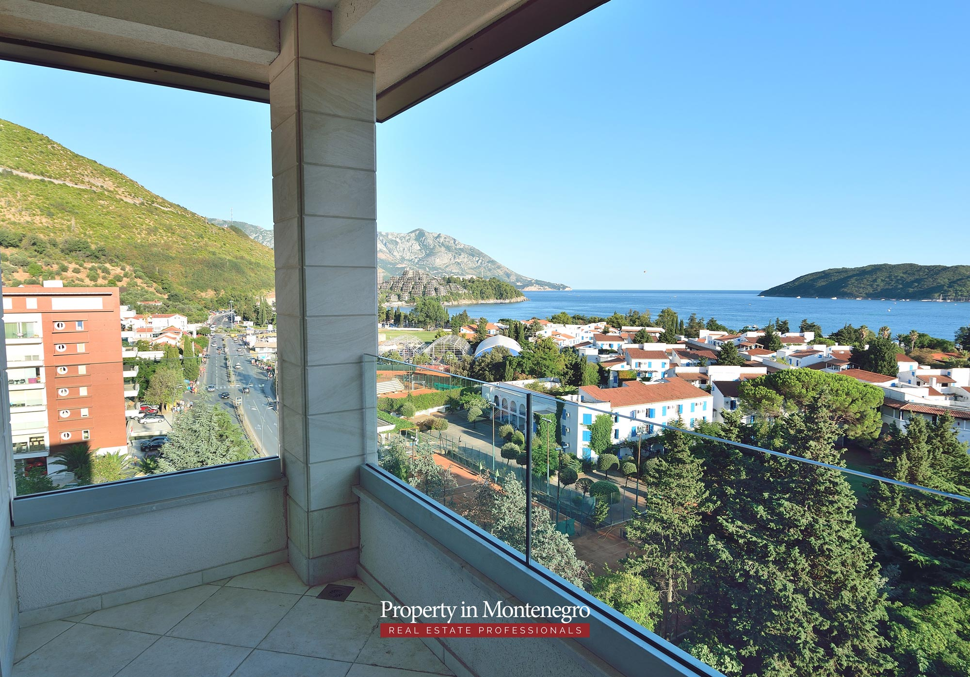 luxury-penthouse-with-panoramic-view-and-swimming-pool-for-sale-in-Budva-Montenegro (7).jpg