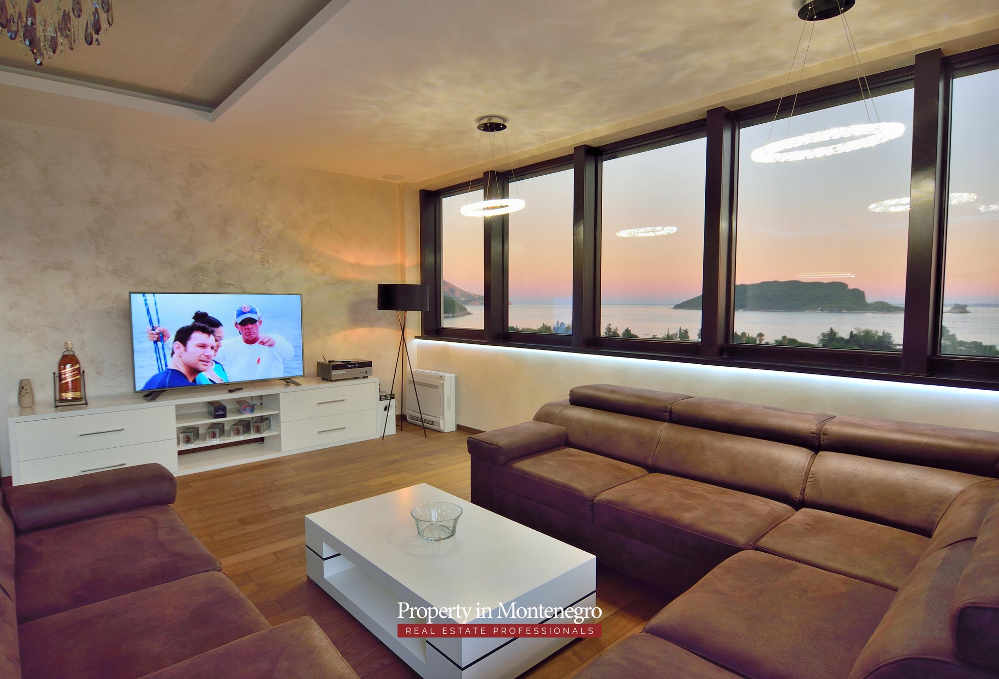 luxury-penthouse-with-panoramic-view-and-swimming-pool-for-sale-in-Budva-Montenegro (9).jpg