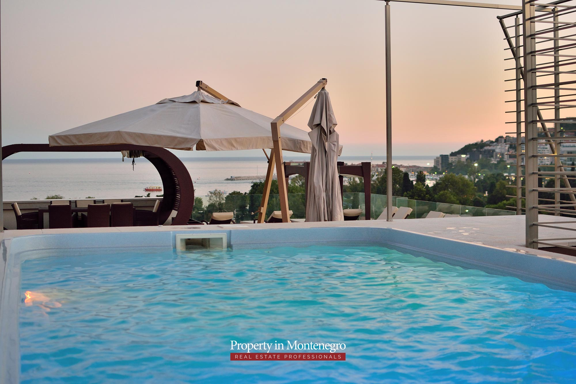 luxury-penthouse-with-panoramic-view-and-swimming-pool-for-sale-in-Budva-Montenegro (10).jpg