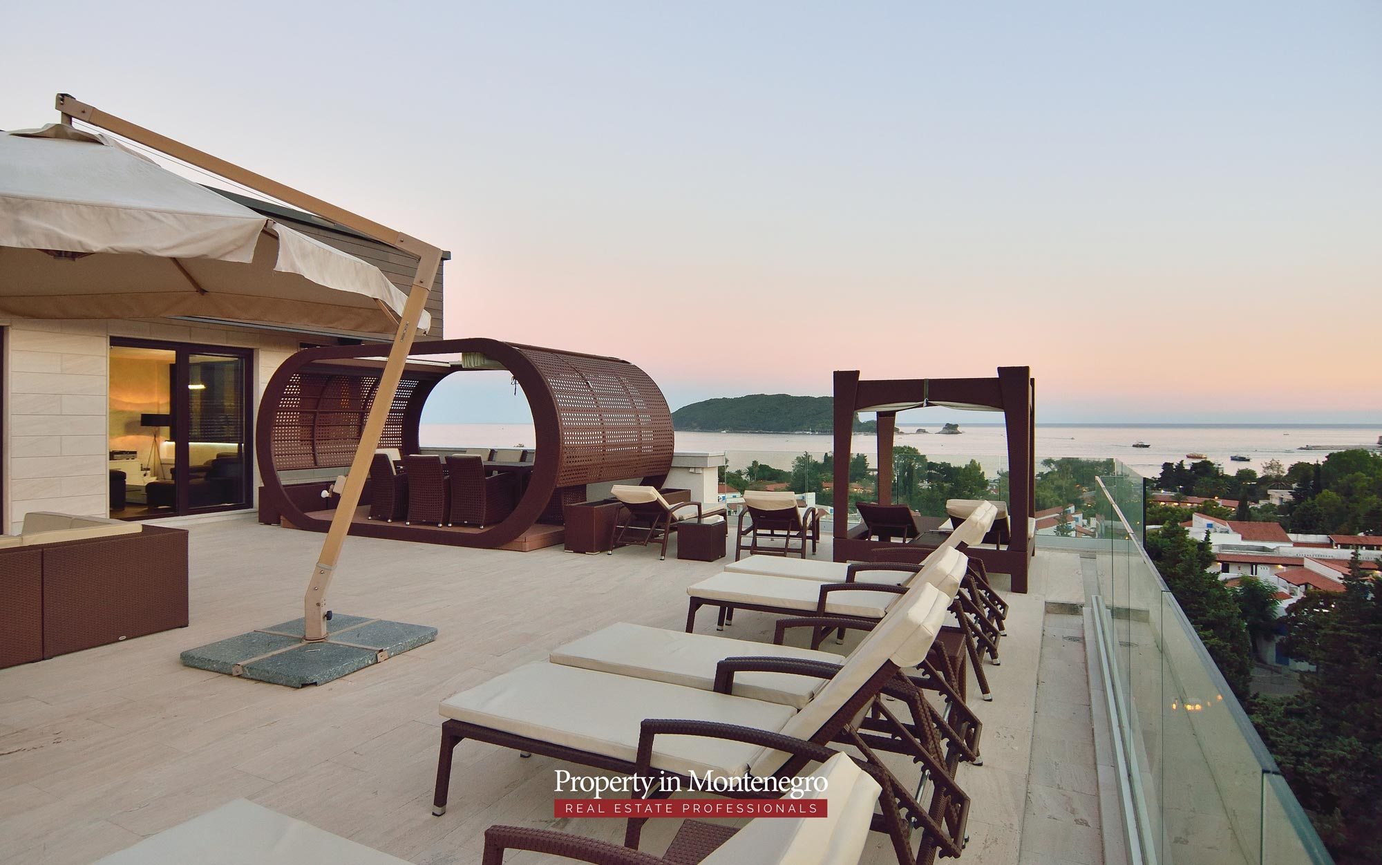 luxury-penthouse-with-panoramic-view-and-swimming-pool-for-sale-in-Budva-Montenegro (11).jpg
