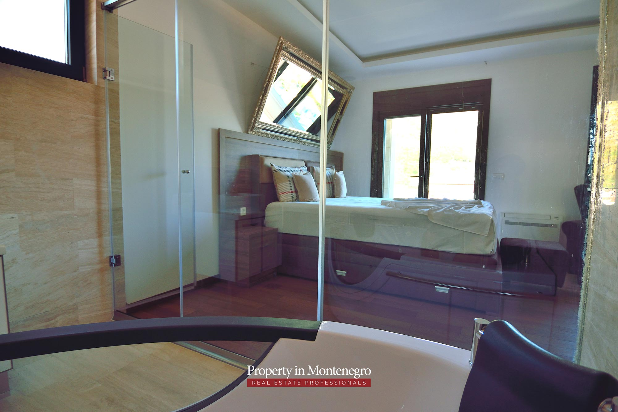 luxury-penthouse-with-panoramic-view-and-swimming-pool-for-sale-in-Budva-Montenegro (17).jpg