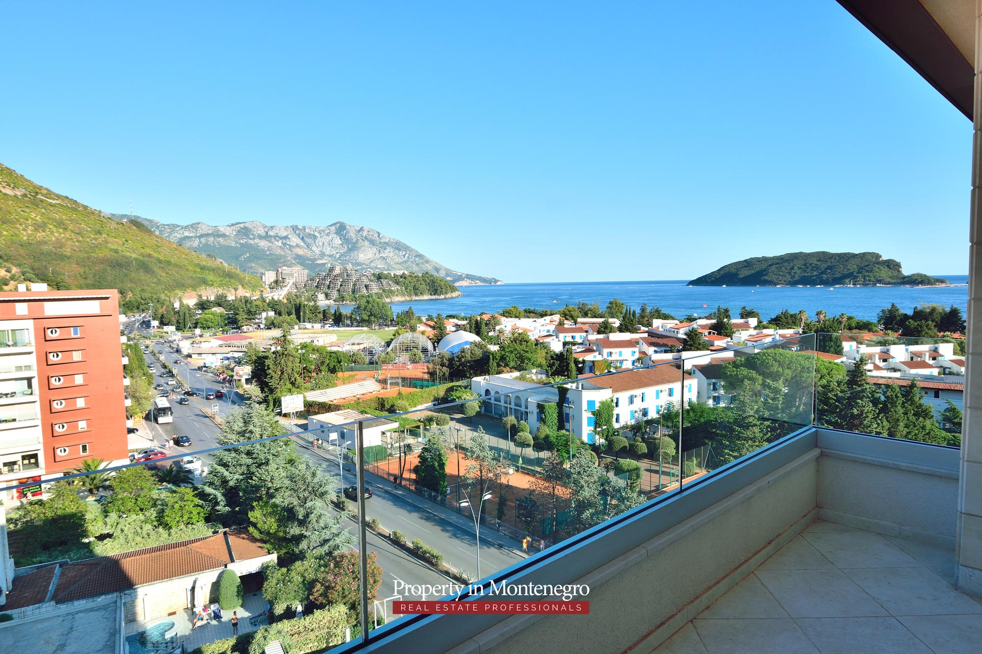 luxury-penthouse-with-panoramic-view-and-swimming-pool-for-sale-in-Budva-Montenegro (19).jpg