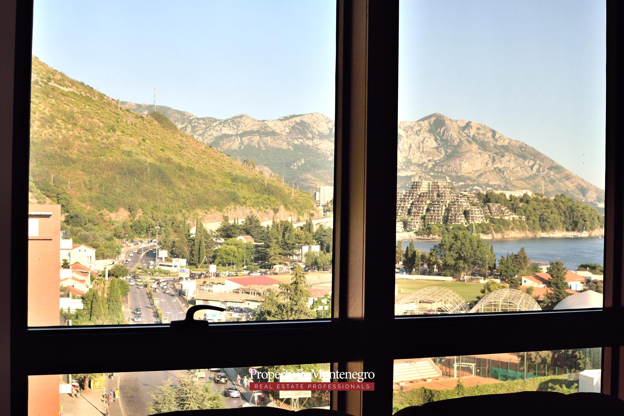 luxury-penthouse-with-panoramic-view-and-swimming-pool-for-sale-in-Budva-Montenegro (26).jpg