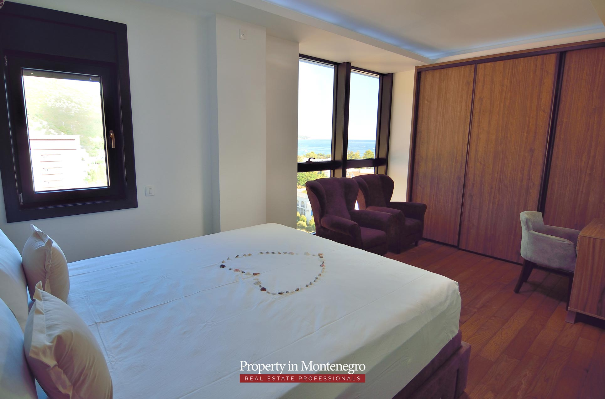 luxury-penthouse-with-panoramic-view-and-swimming-pool-for-sale-in-Budva-Montenegro (29).jpg