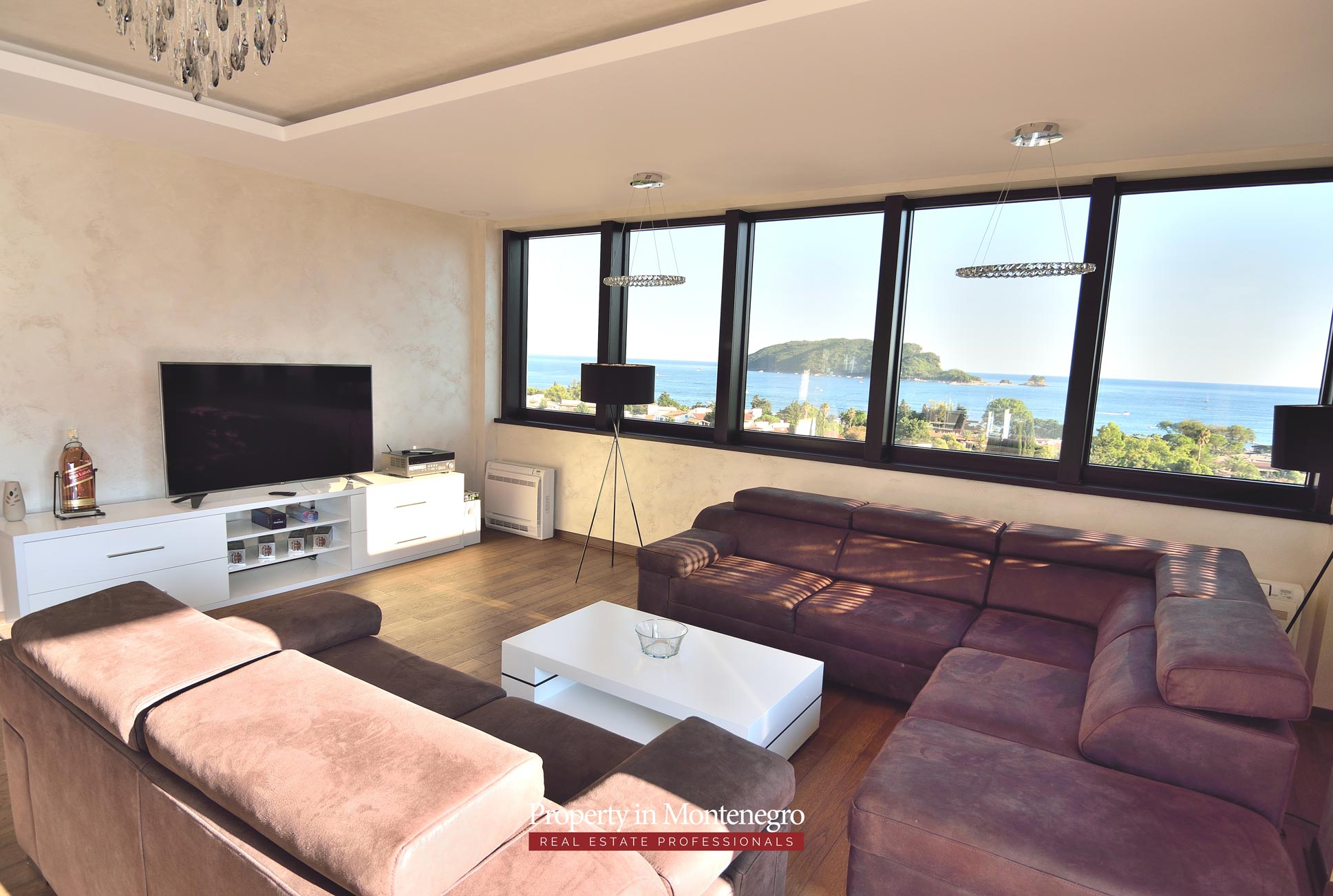 luxury-penthouse-with-panoramic-view-and-swimming-pool-for-sale-in-Budva-Montenegro (33).jpg