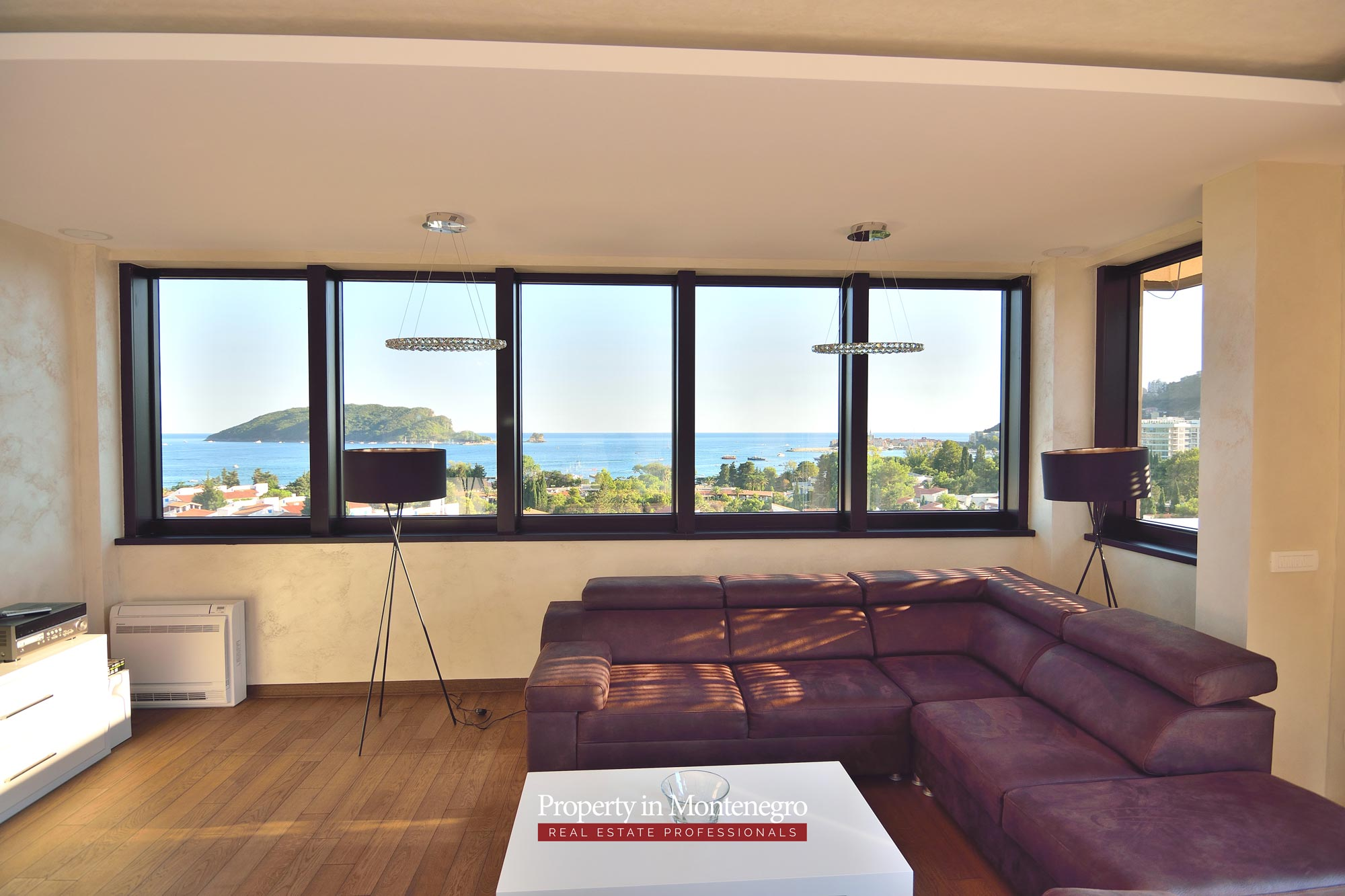 luxury-penthouse-with-panoramic-view-and-swimming-pool-for-sale-in-Budva-Montenegro (34).jpg