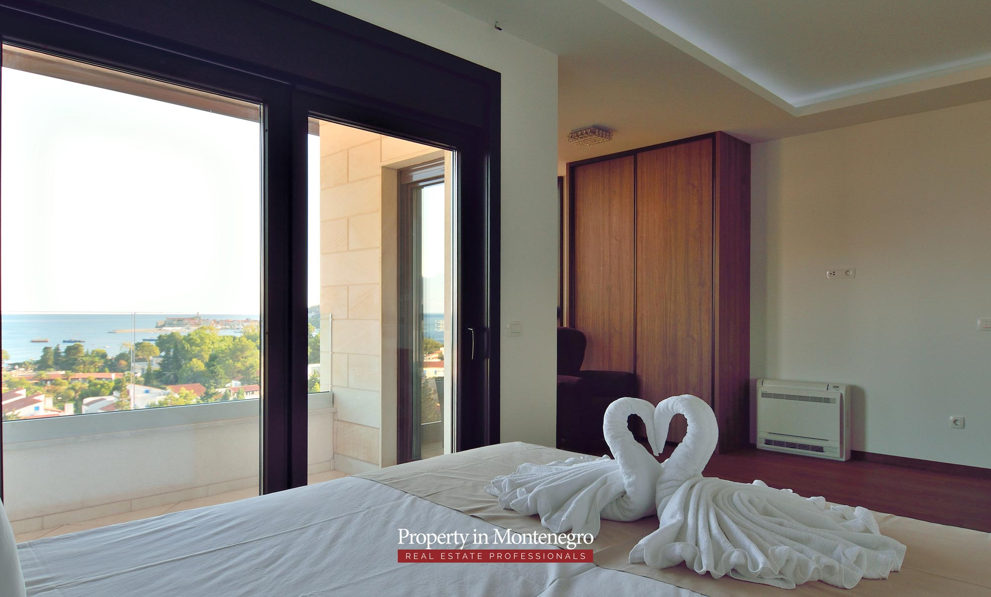 luxury-penthouse-with-panoramic-view-and-swimming-pool-for-sale-in-Budva-Montenegro (36).jpg