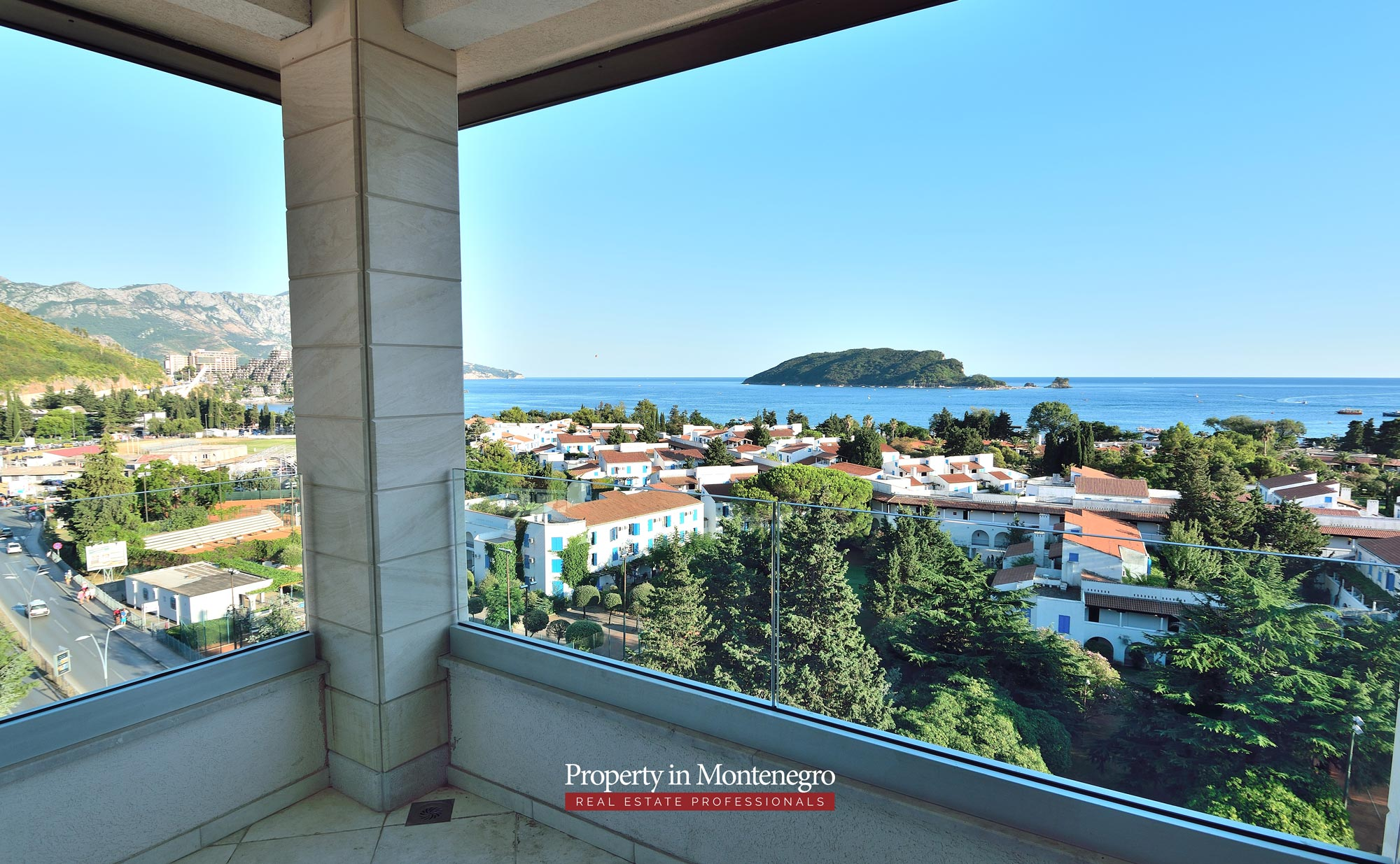luxury-penthouse-with-panoramic-view-and-swimming-pool-for-sale-in-Budva-Montenegro (37).jpg