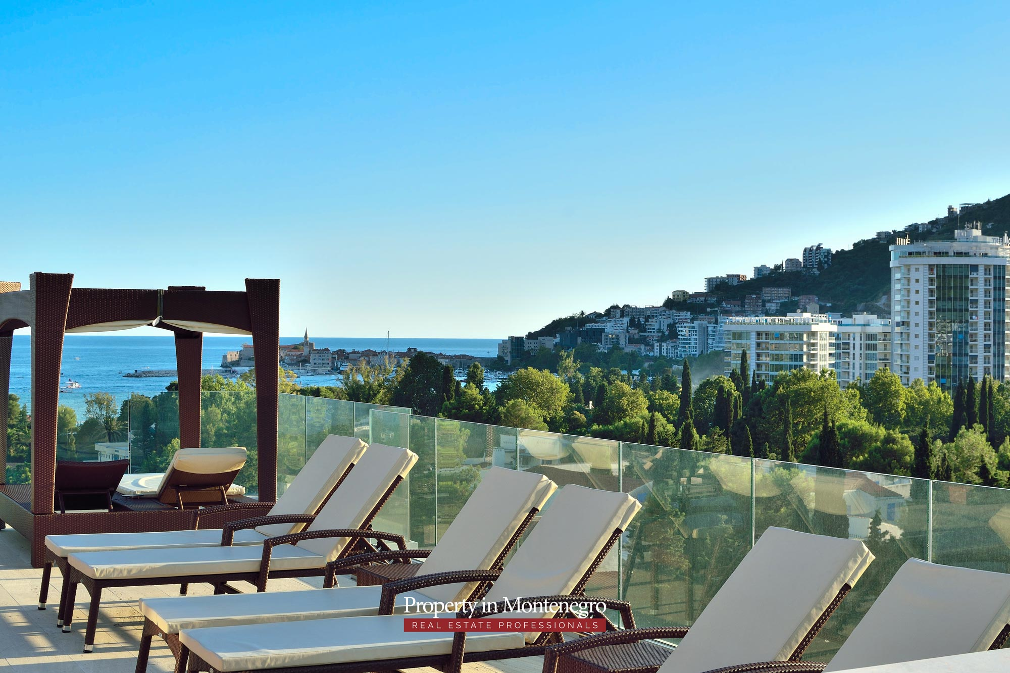 luxury-penthouse-with-panoramic-view-and-swimming-pool-for-sale-in-Budva-Montenegro (39).jpg
