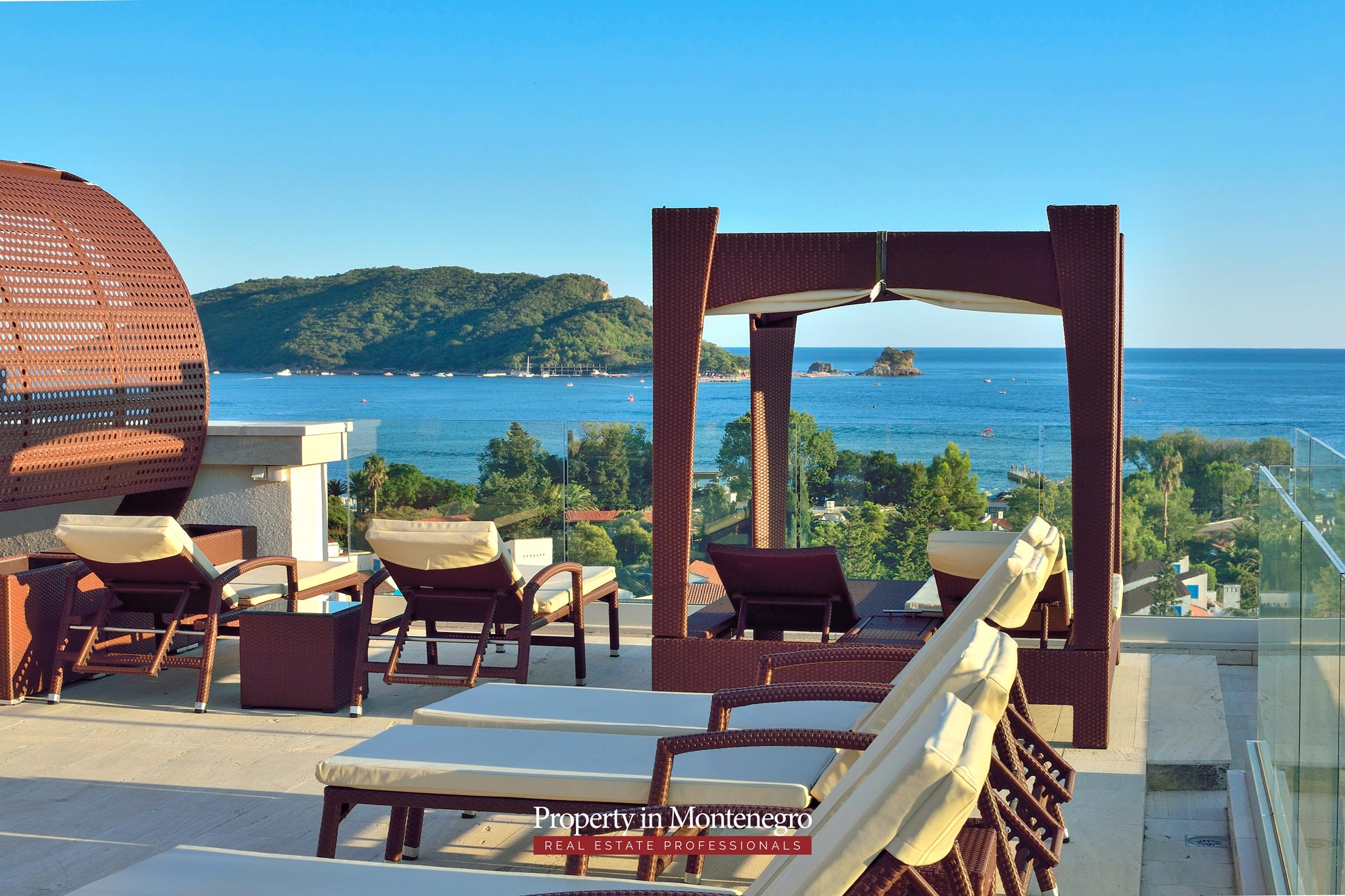 luxury-penthouse-with-panoramic-view-and-swimming-pool-for-sale-in-Budva-Montenegro (41).jpg