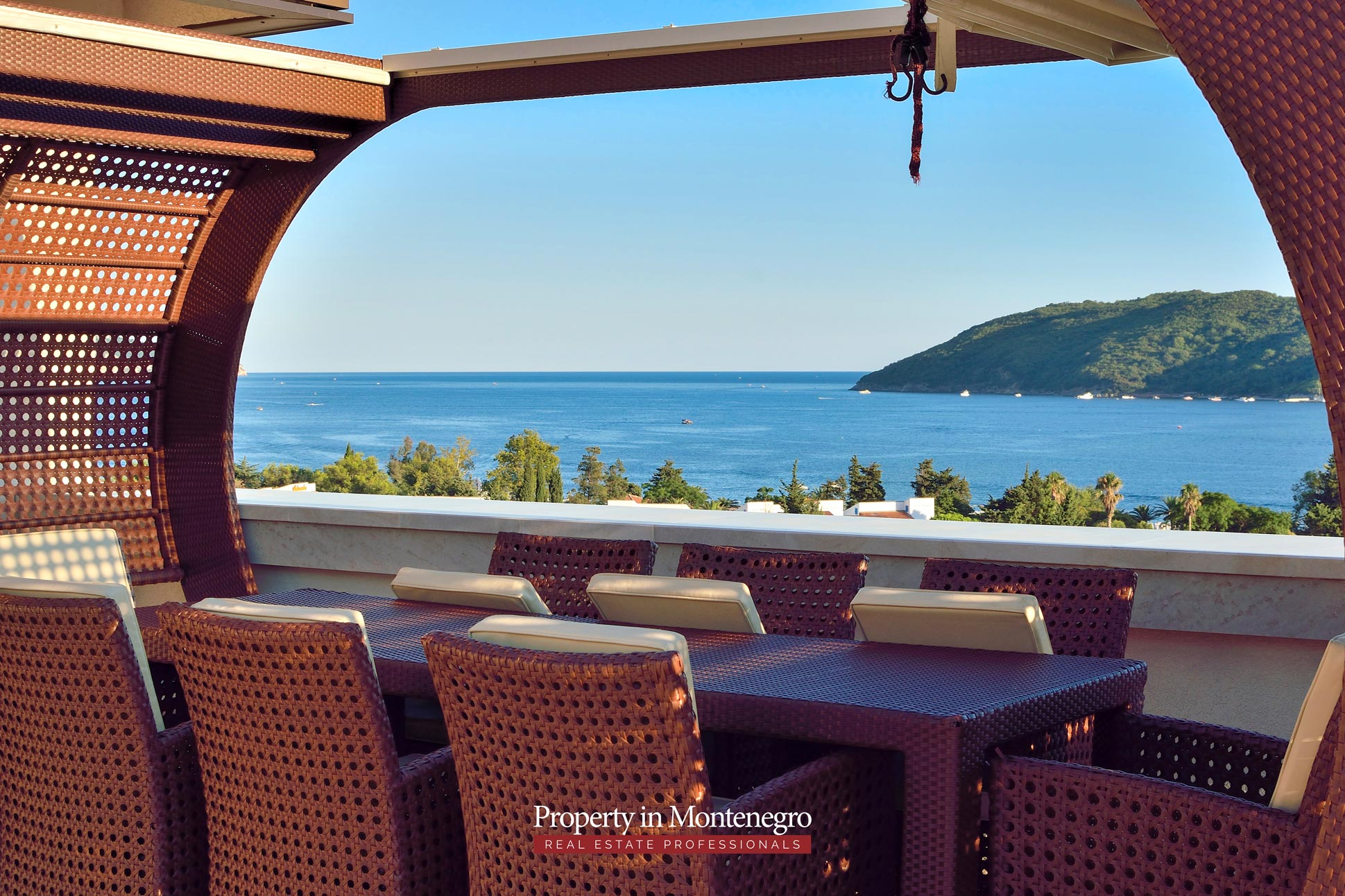 luxury-penthouse-with-panoramic-view-and-swimming-pool-for-sale-in-Budva-Montenegro (42).jpg