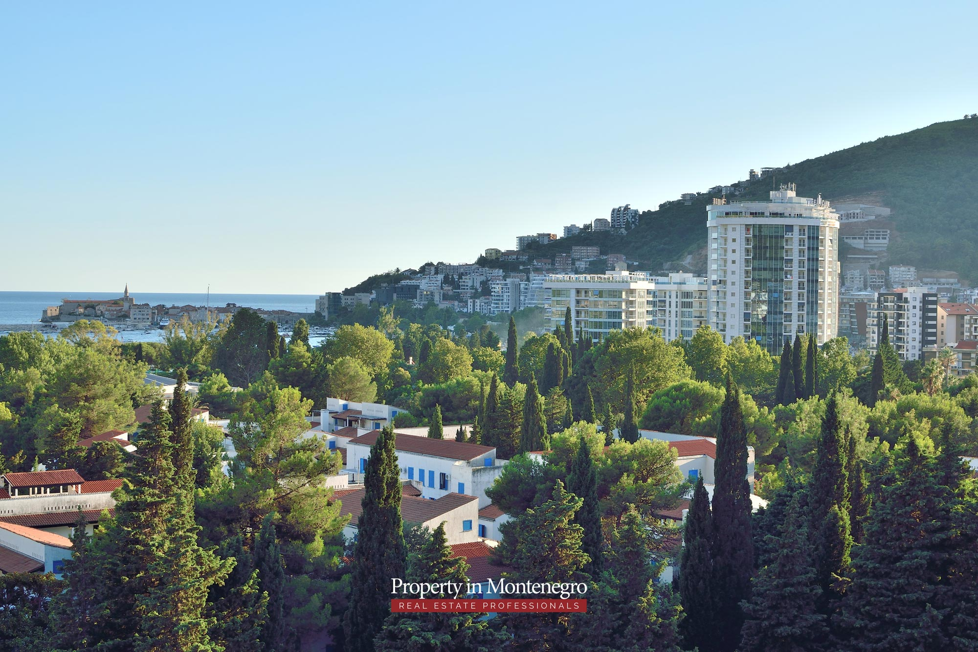 luxury-penthouse-with-panoramic-view-and-swimming-pool-for-sale-in-Budva-Montenegro (43).jpg