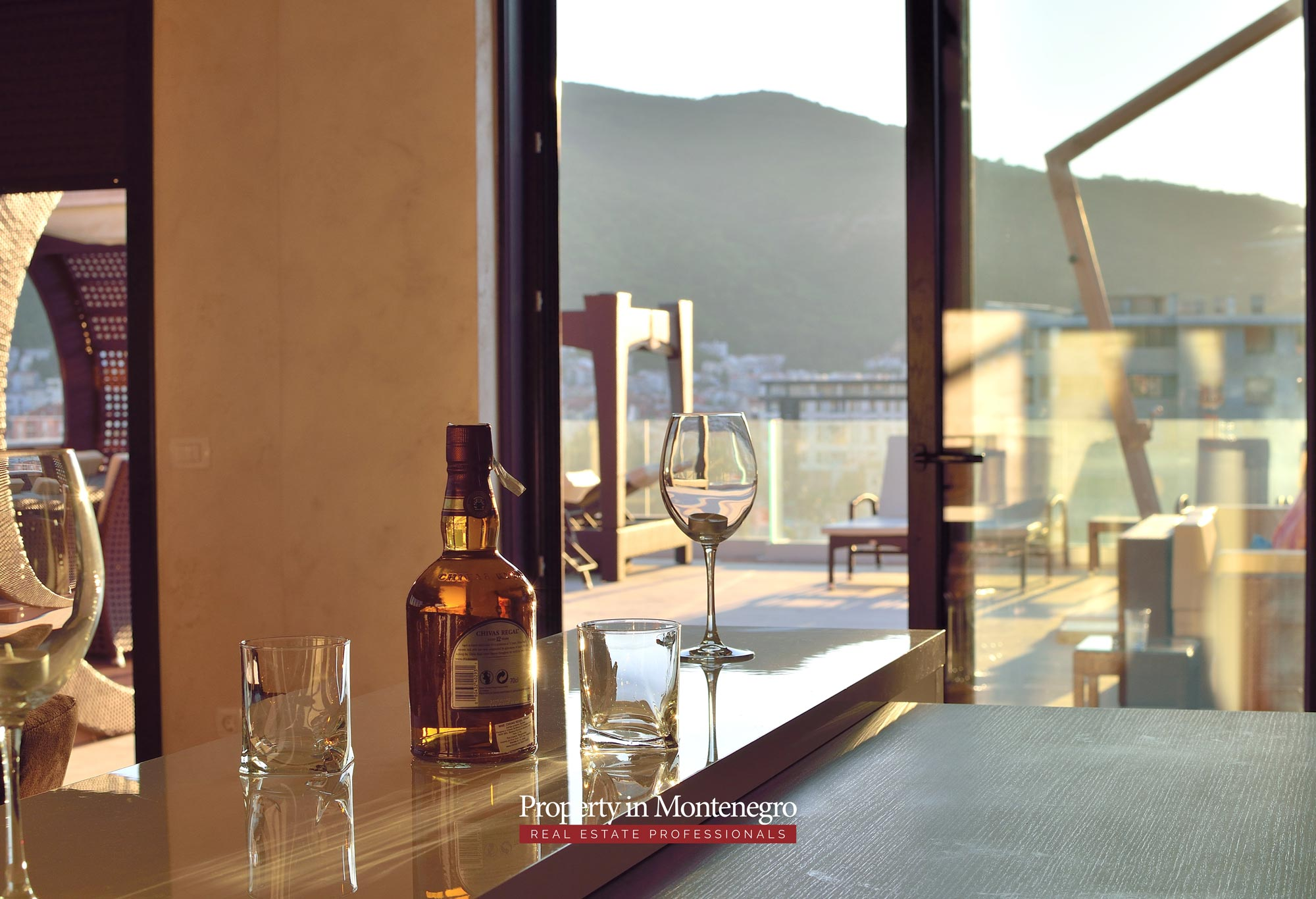 luxury-penthouse-with-panoramic-view-and-swimming-pool-for-sale-in-Budva-Montenegro (46).jpg