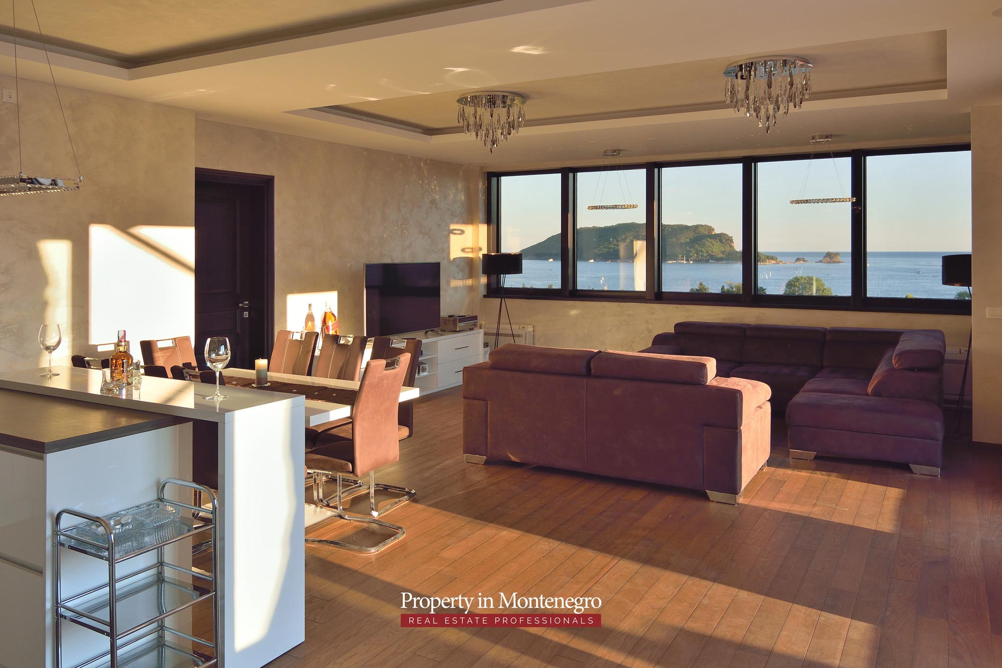 luxury-penthouse-with-panoramic-view-and-swimming-pool-for-sale-in-Budva-Montenegro (47).jpg