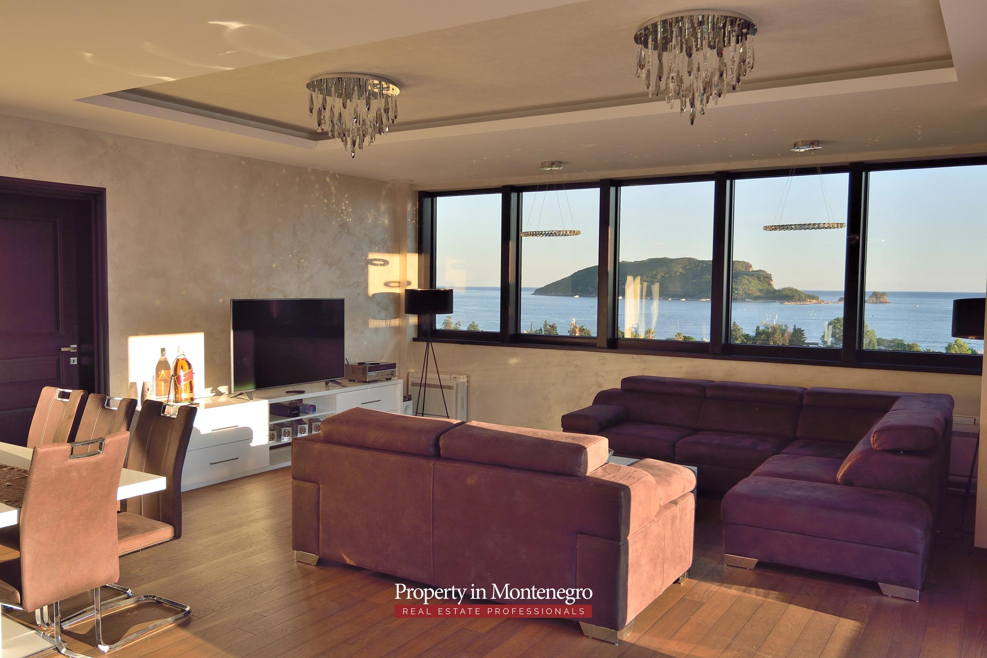 luxury-penthouse-with-panoramic-view-and-swimming-pool-for-sale-in-Budva-Montenegro (48).jpg