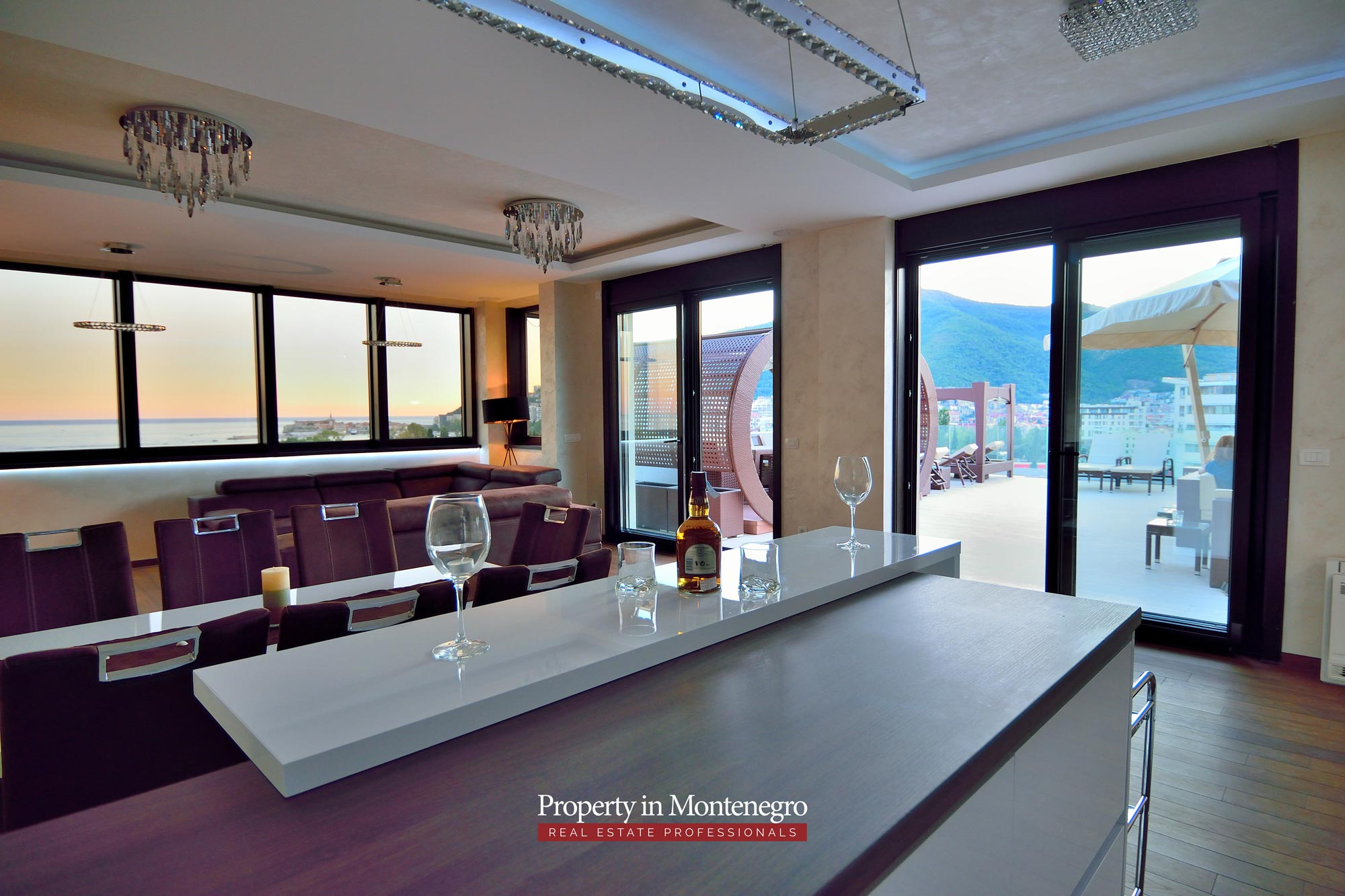 luxury-penthouse-with-panoramic-view-and-swimming-pool-for-sale-in-Budva-Montenegro (49).jpg