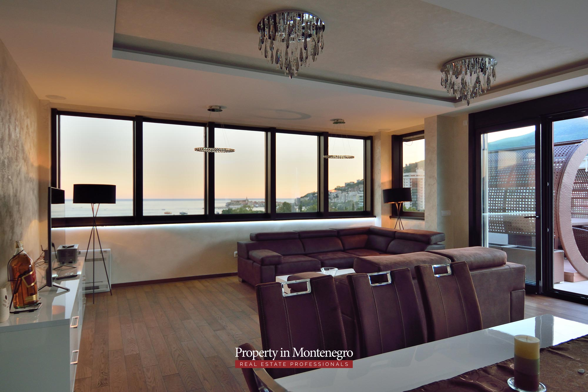 luxury-penthouse-with-panoramic-view-and-swimming-pool-for-sale-in-Budva-Montenegro (50).jpg
