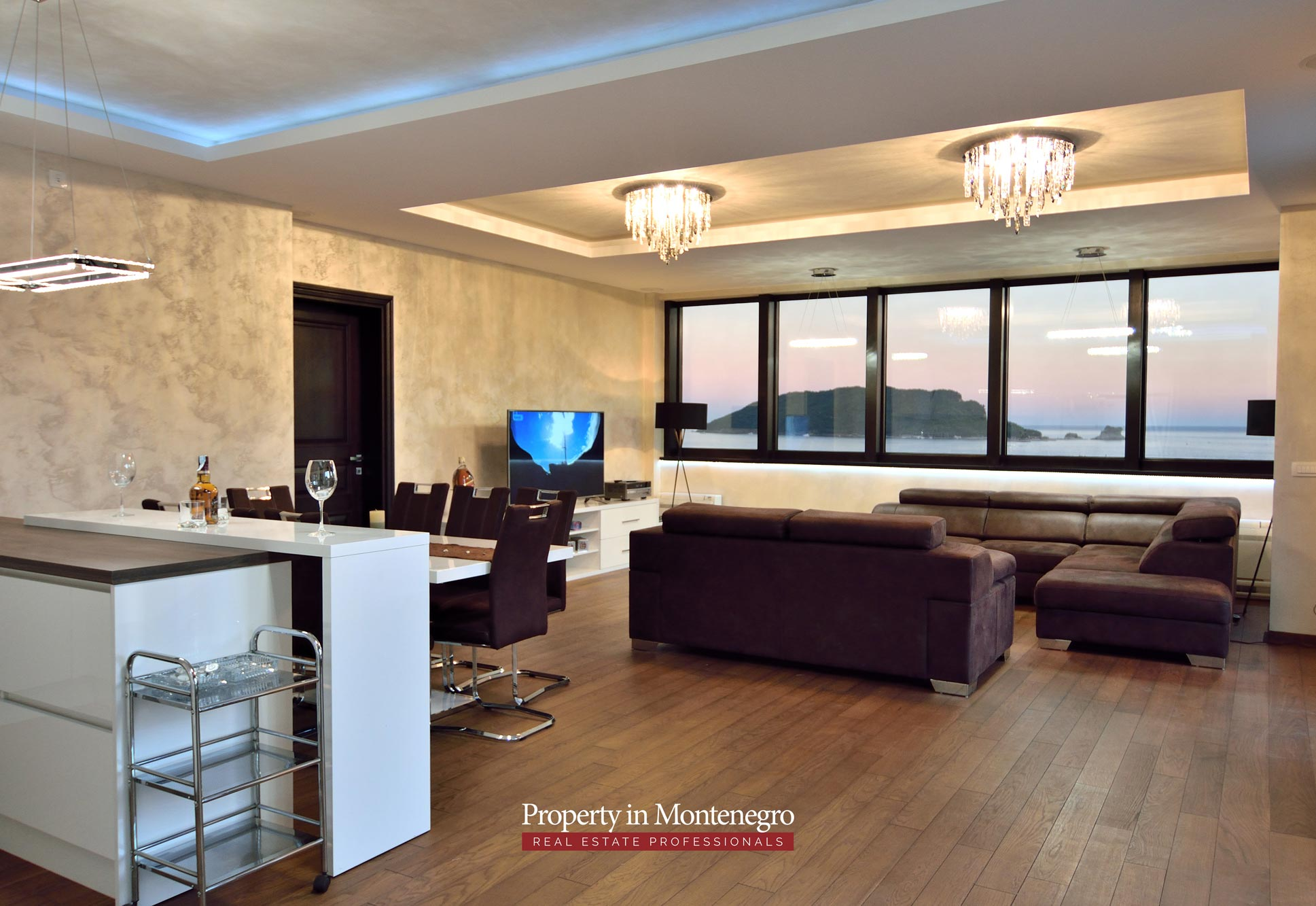 luxury-penthouse-with-panoramic-view-and-swimming-pool-for-sale-in-Budva-Montenegro (53).jpg