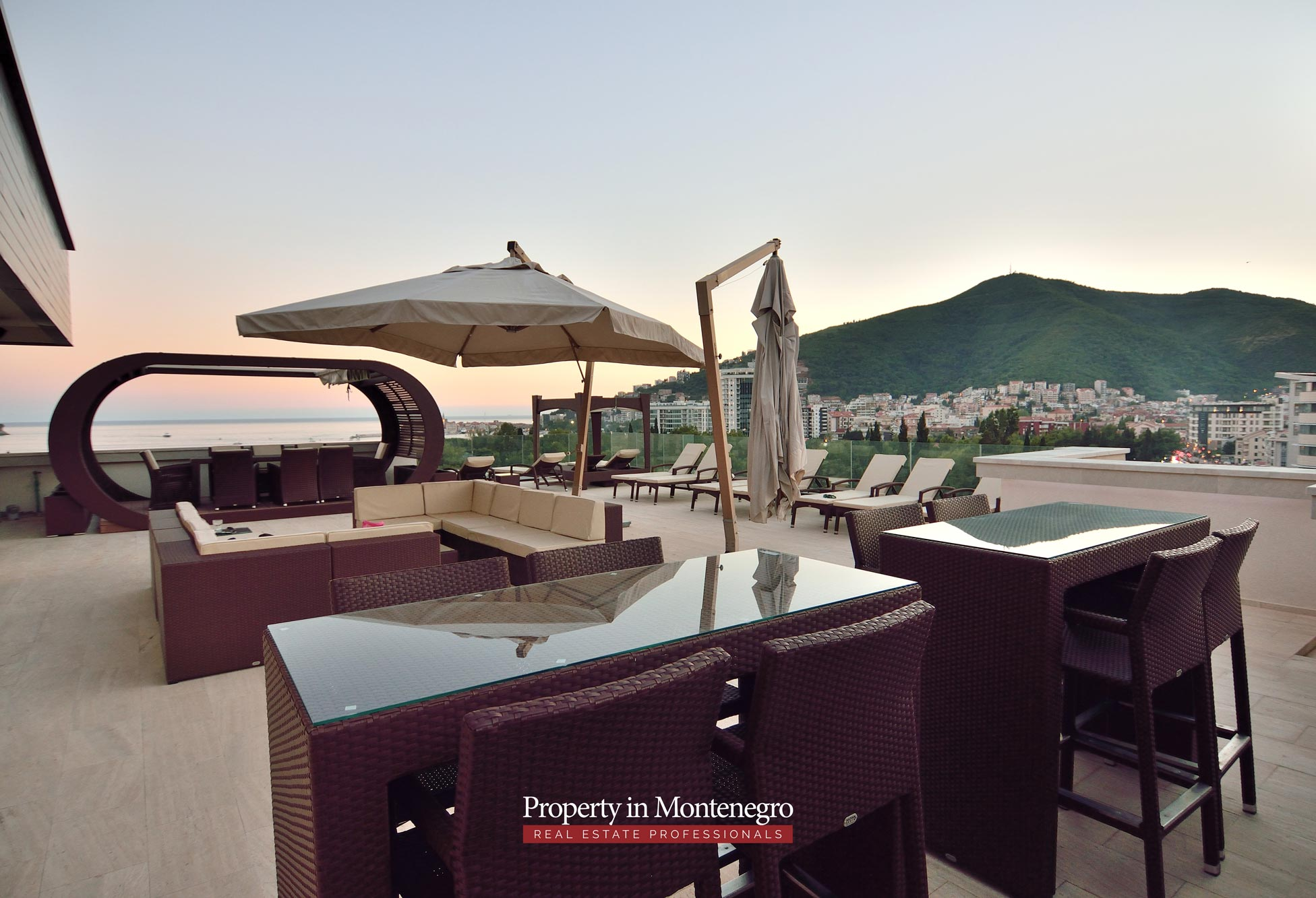luxury-penthouse-with-panoramic-view-and-swimming-pool-for-sale-in-Budva-Montenegro (59).jpg