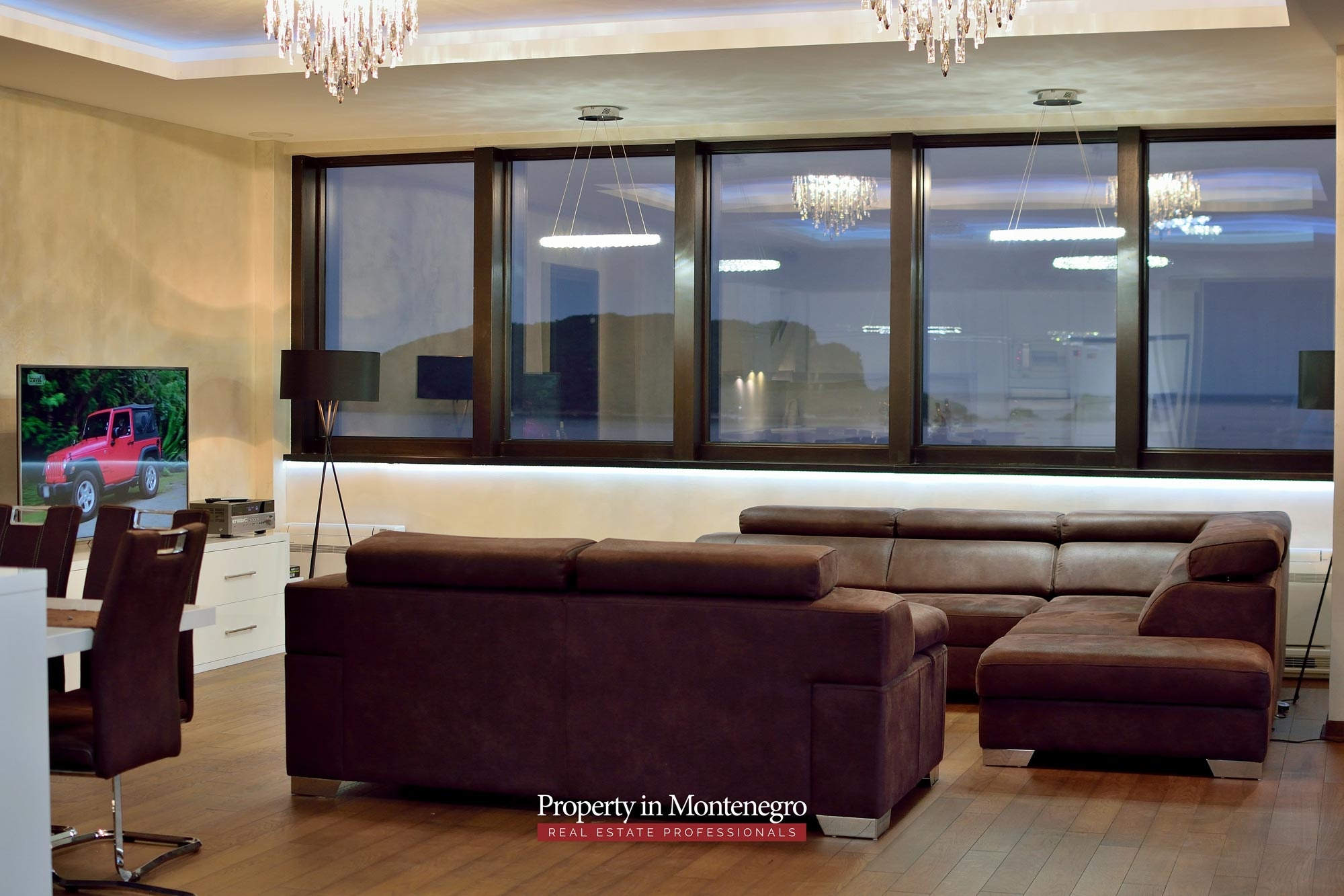 luxury-penthouse-with-panoramic-view-and-swimming-pool-for-sale-in-Budva-Montenegro (60).jpg