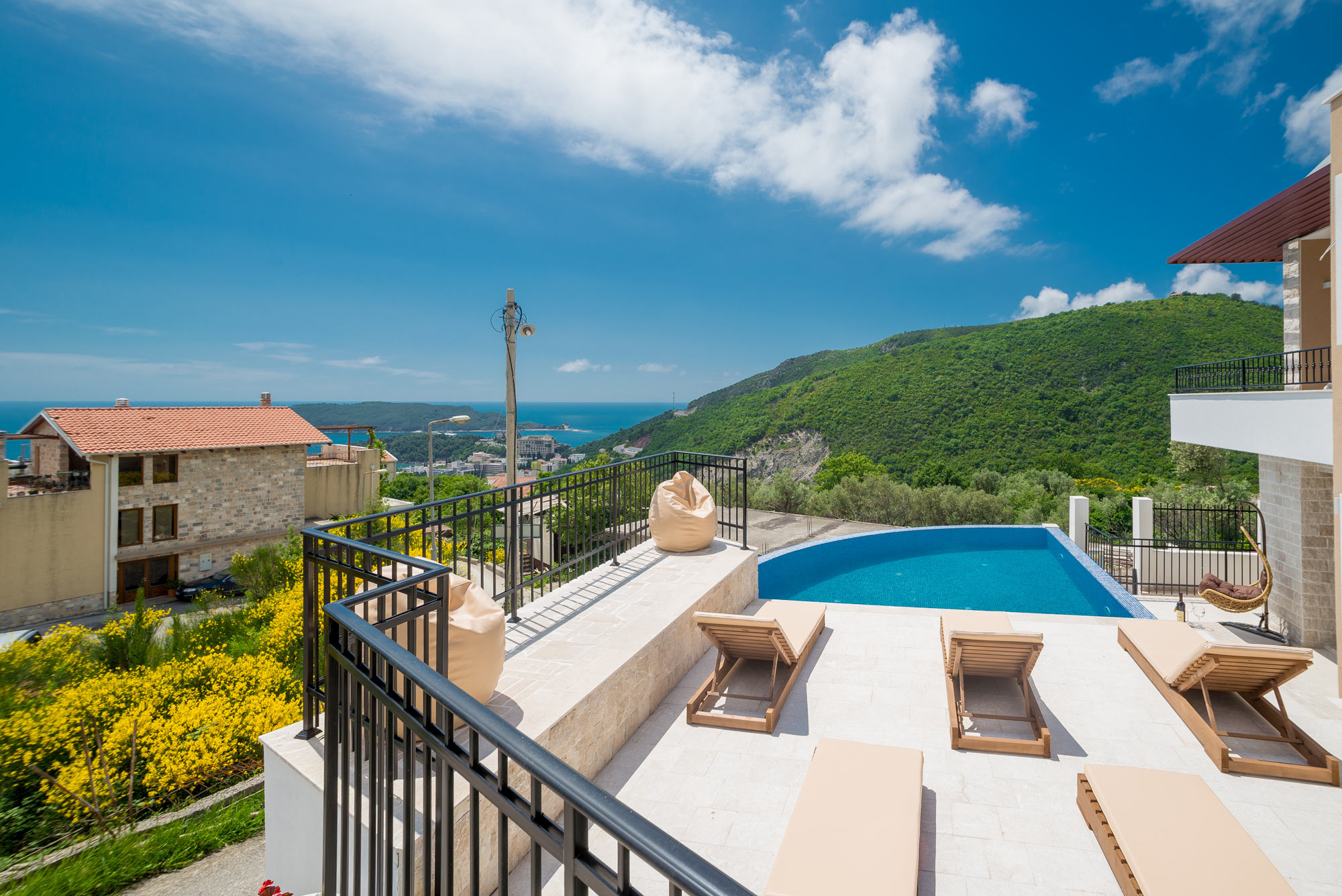 Villa with swimming pool for sale in Budva
