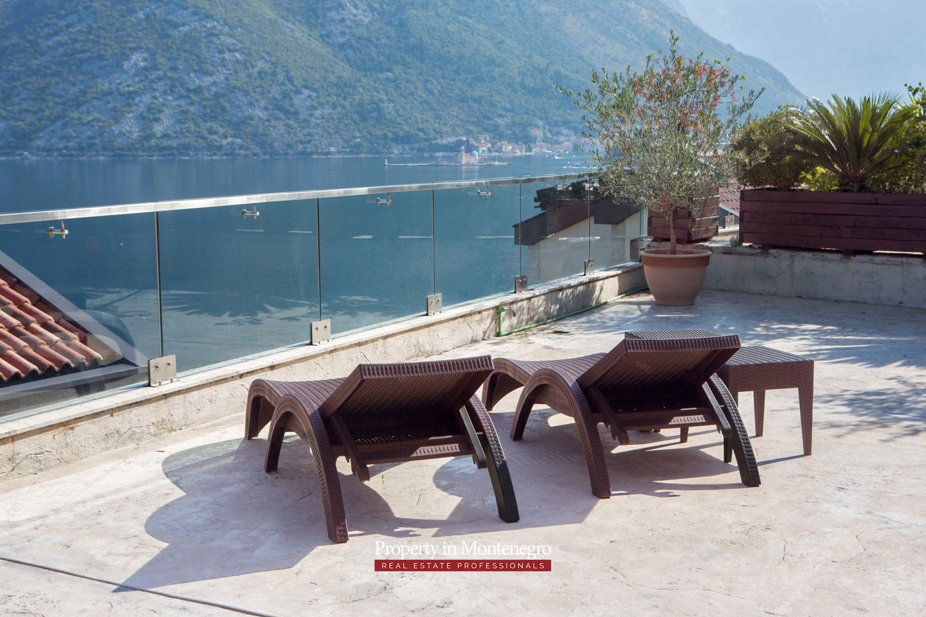 Three-bedroom-apartment-for-sale-in-Bay-of-Kotor (6).jpg