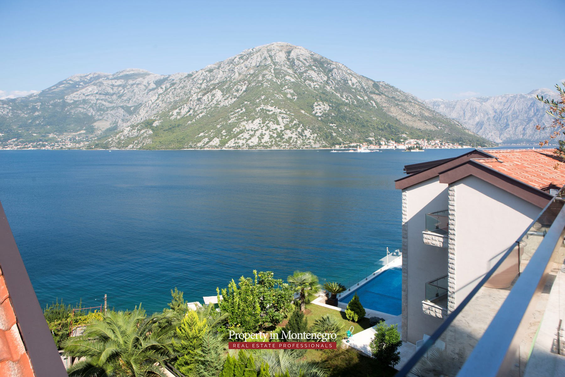 Three-bedroom-apartment-for-sale-in-Bay-of-Kotor (11).jpg
