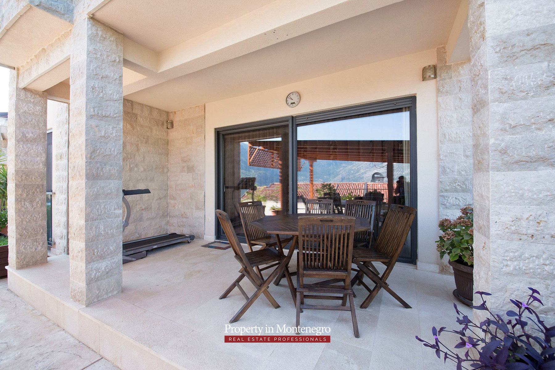 Three-bedroom-apartment-for-sale-in-Bay-of-Kotor (12).jpg