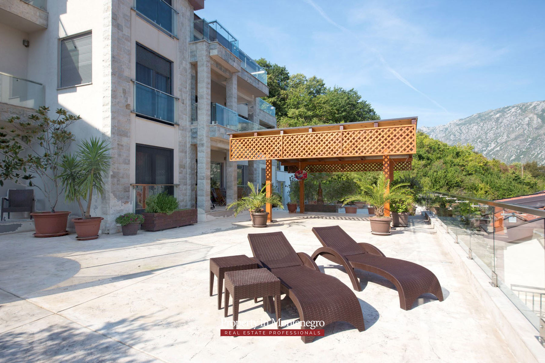 Three-bedroom-apartment-for-sale-in-Bay-of-Kotor (13).jpg