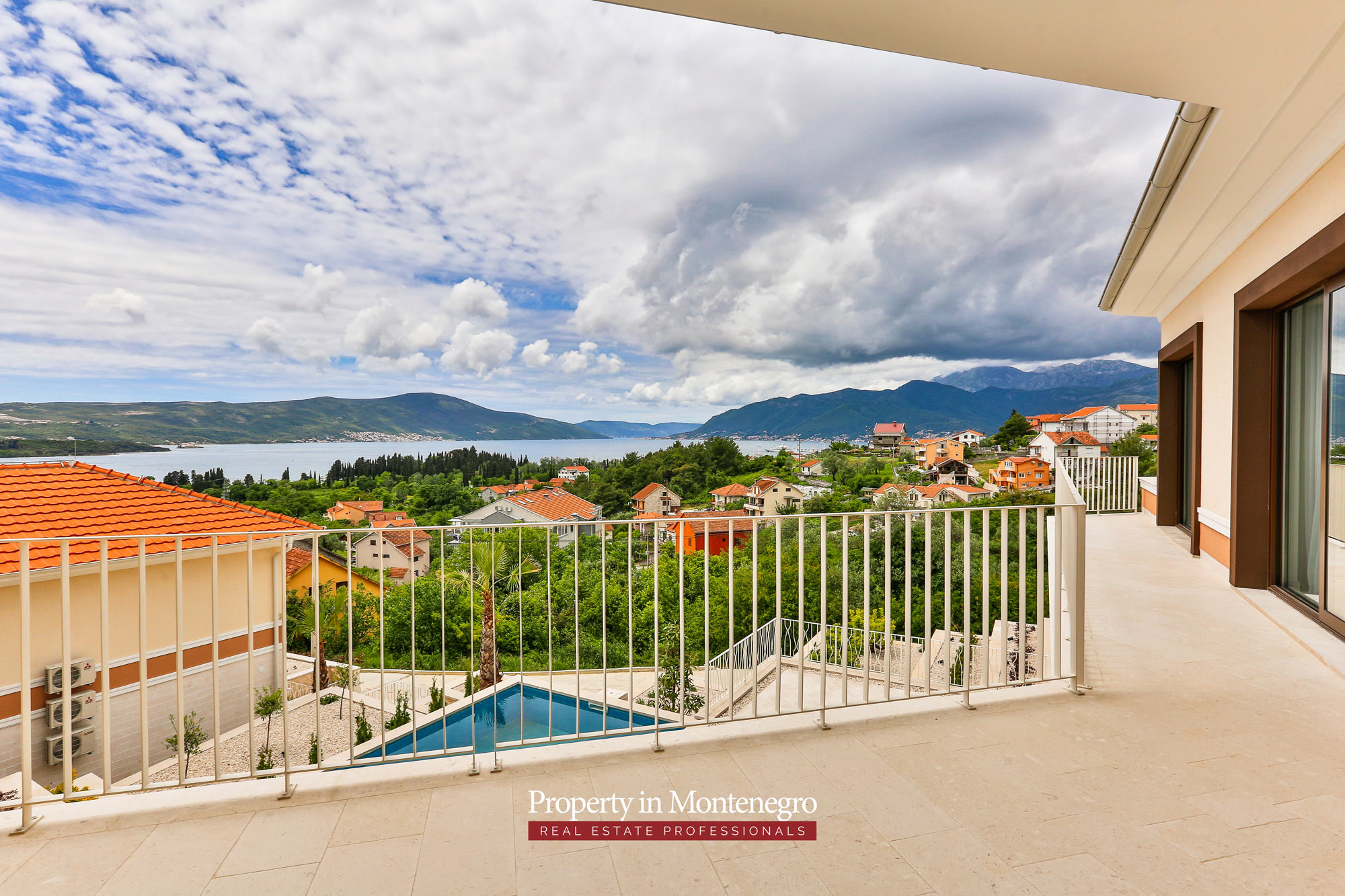 Luxury-villa-with-sea-view-for-sale-in-Tivat (6).jpg