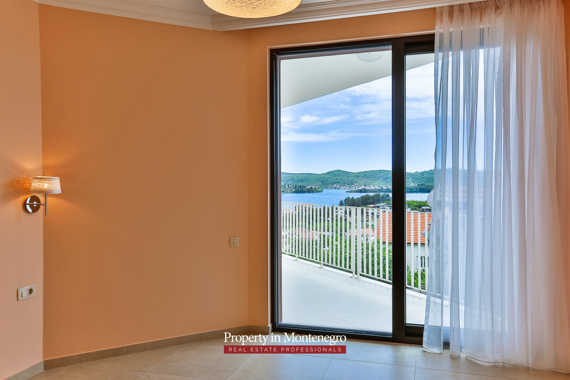 Luxury-villa-with-swimming-pool-for-sale-in-Tivat (7).jpg