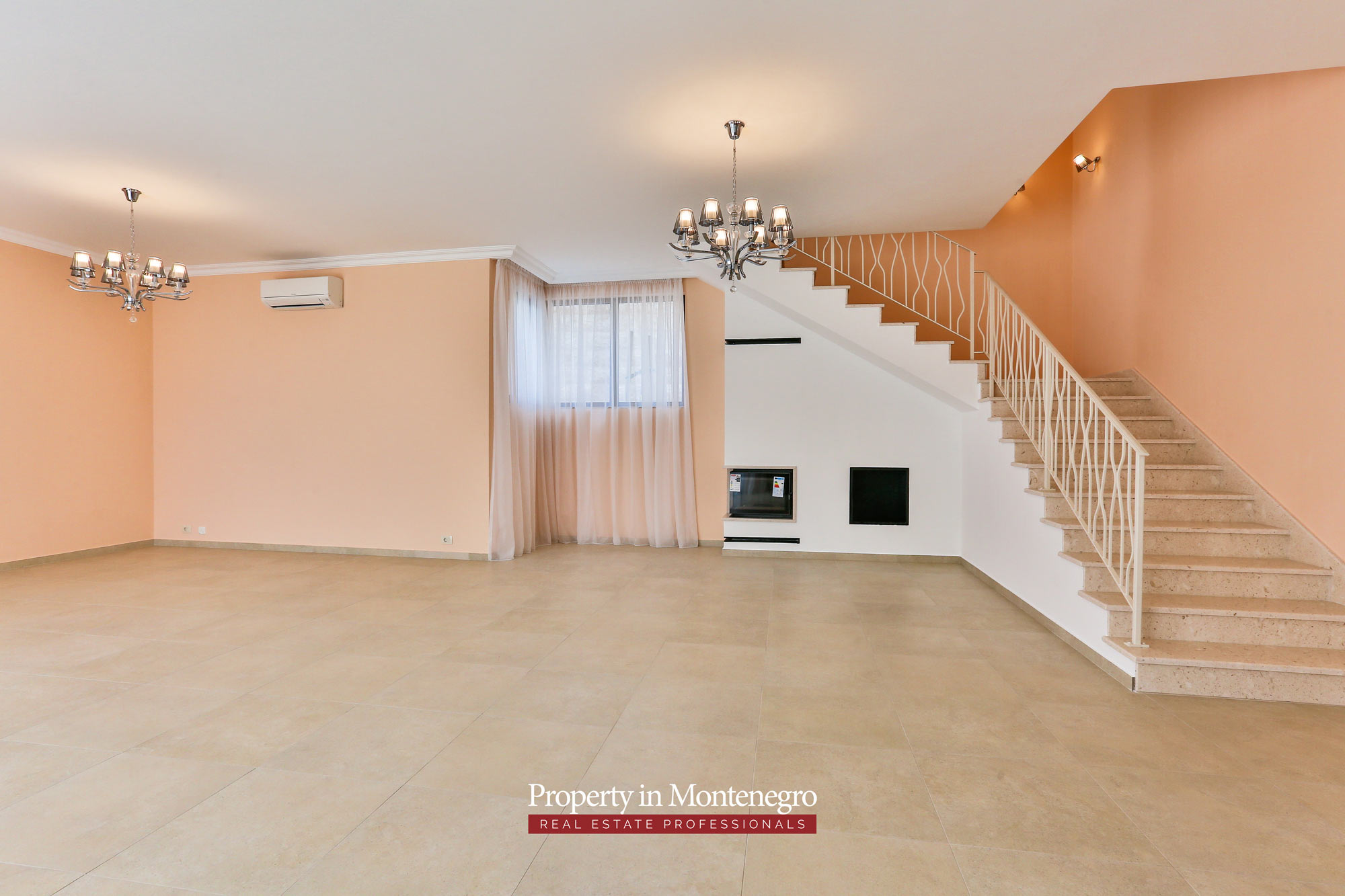 Luxury-villa-with-swimming-pool-for-sale-in-Tivat (9).jpg