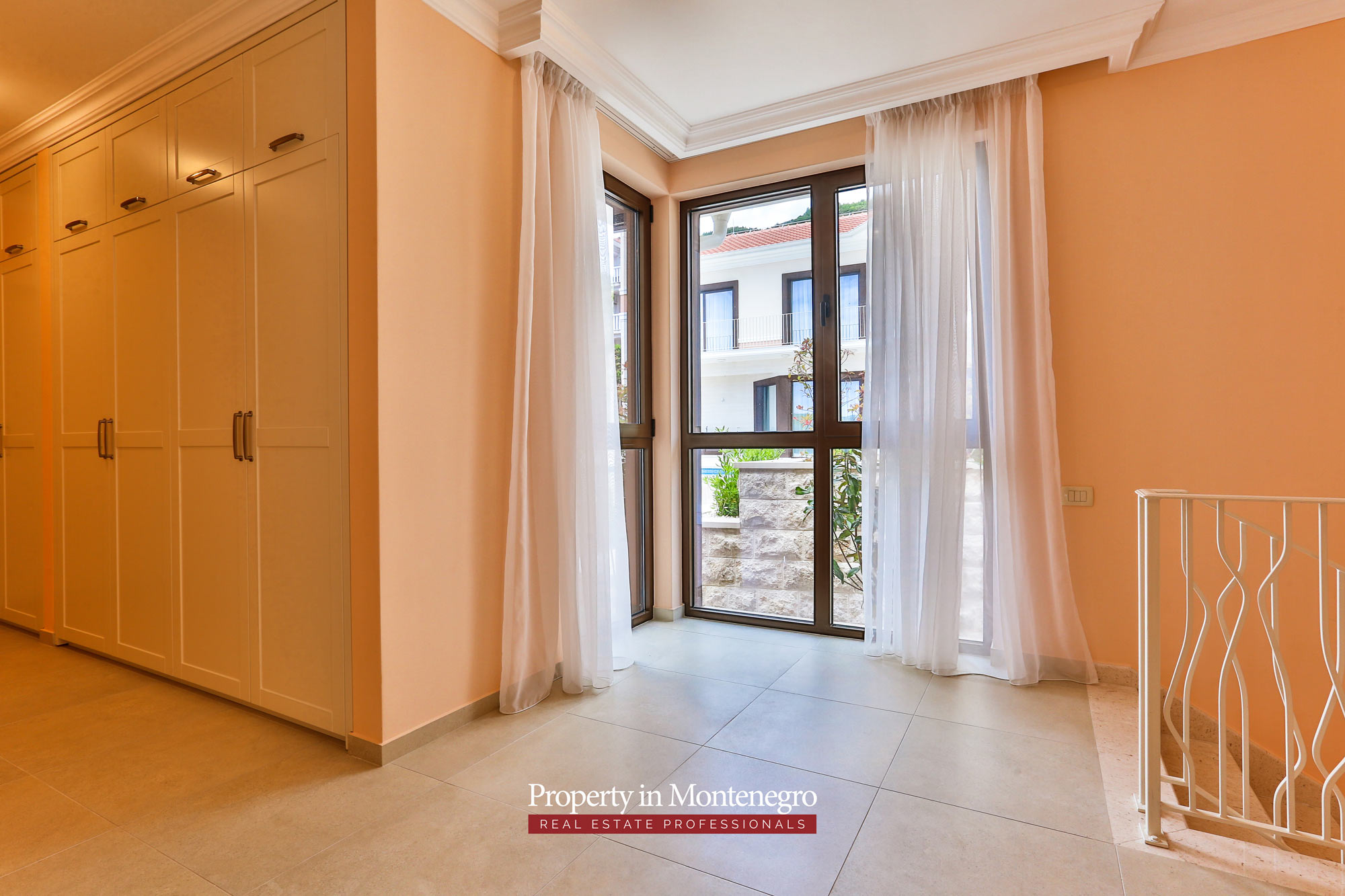 Luxury-villa-with-swimming-pool-for-sale-in-Tivat (10).jpg
