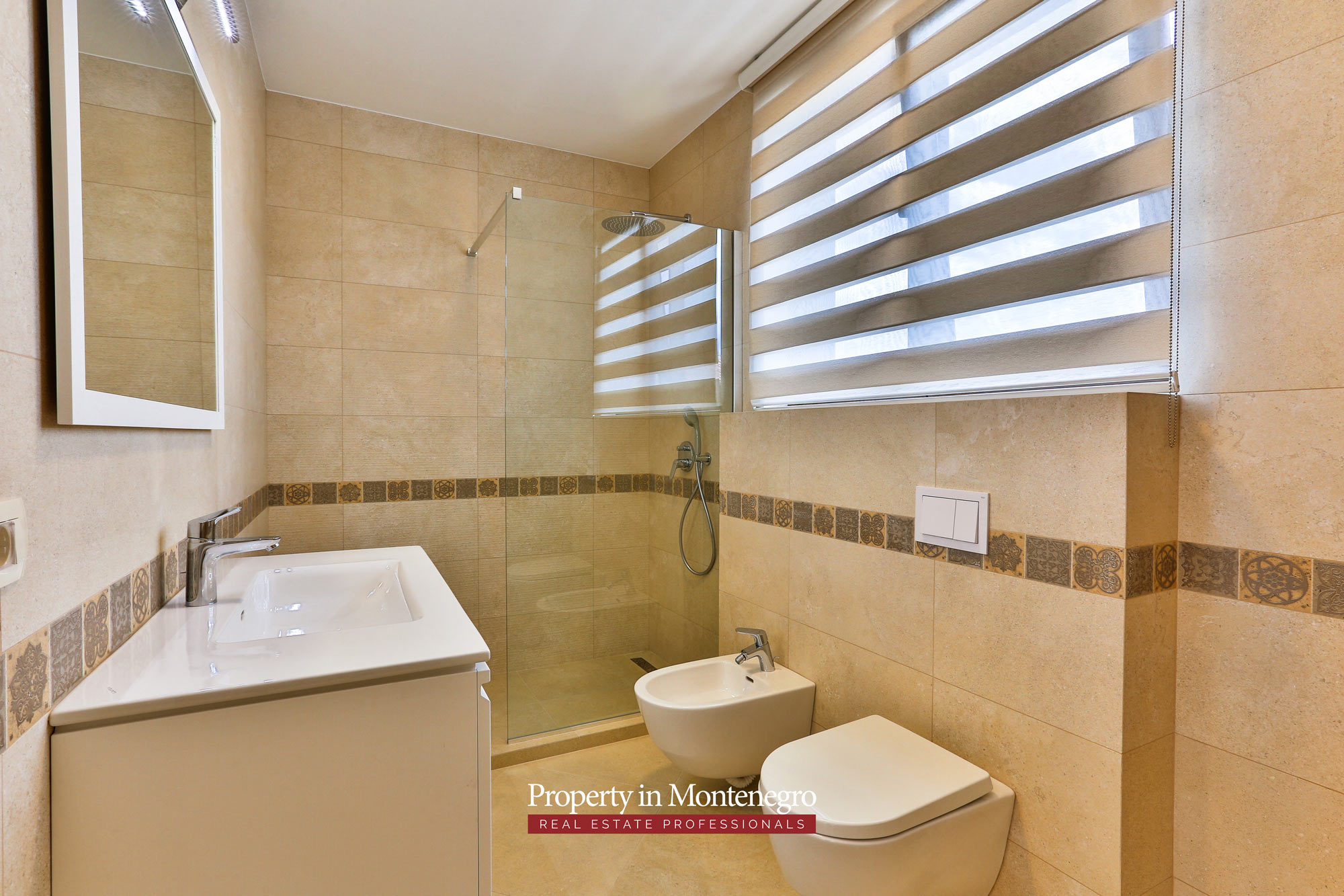 Luxury-villa-with-swimming-pool-for-sale-in-Tivat (11).jpg