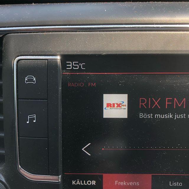 Varmt i bilen idag #hjärupsmåleriab #varmt #sol #rixfm #veberöd #vatten#dricka#