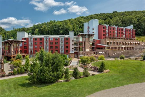 Bear Creek Mountain Resort , 101 Doe Mountain Ln, Macungie, PA 18062