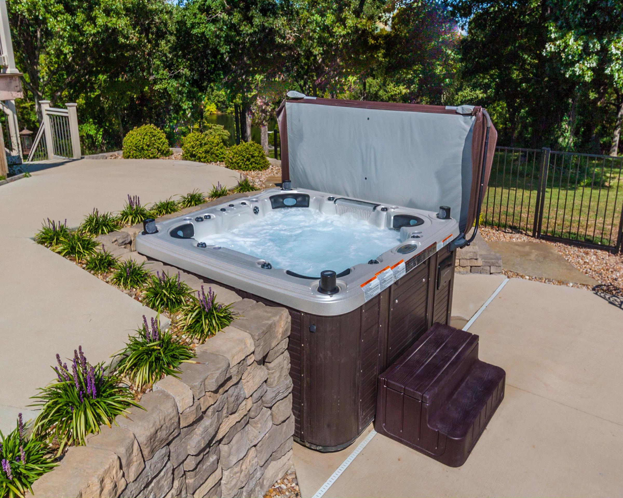 2016 - Silver - Prefab Hot Tub